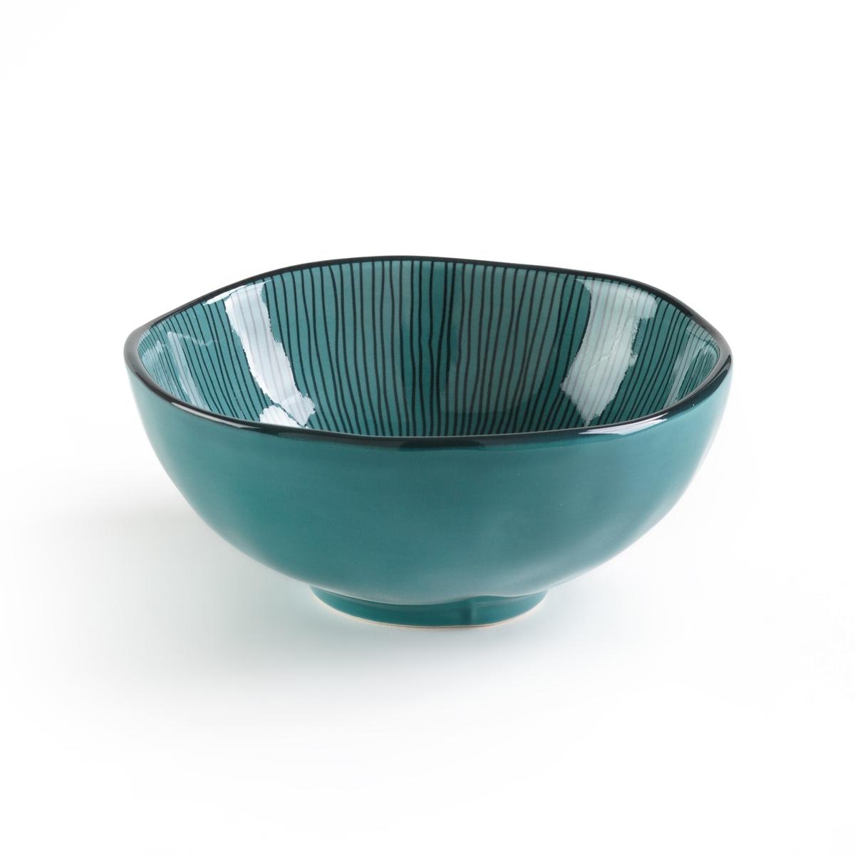 Чаша эмалированная двухцветная SOLJANE (4 шт.)Описание:Комплект из 4 чаш La Redoute Interieurs с рисунком в виде линий с внутренней стороны и контрастным краем. Характеристики 4 чаш •  Эмалированная керамика •  Волнистый контур •  Подходит для мытья в посудомоечной машинеРазмеры 4 чаш •  Диаметр: 14 см •  Высота : 5 смВсю коллекцию столового декора вы найдете на сайте laredoute.<br><br>Цвет: голубой,сине-зеленый