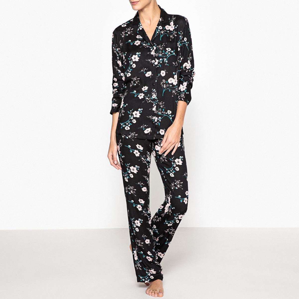 Пижама с цветочным рисункомКрасивая пижама в японском стиле с цветочным рисунком, очень женственная, стильная и современная, покрой в духе прошлых времен. Состав и описаниеПижама прямого покроя.Низ с карманами и эластичным поясом. Материал : 100% вискозаДлина : Длина по внутр.шву: 76 смРубашка: 68 смУход : Стирать при 30° с вещами схожих цветовСтирка и глажка с изнаночной стороныМашинная сушка запрещена<br><br>Цвет: черный/в цветочек<br>Размер: 46 (FR) - 52 (RUS).52 (FR) - 58 (RUS)