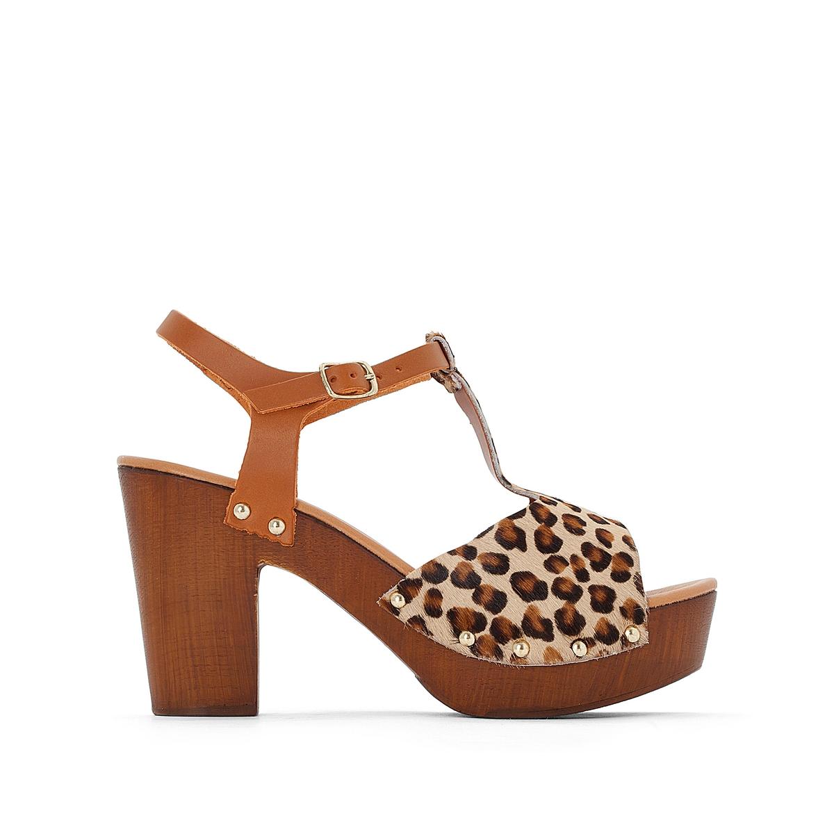 Босоножки кожаные на высоком каблуке и платформе с рисунком под леопардаВыделанная кожа и кожа с рисунком - модные тенденции ! Великолепные сандалии в форме сабо и Т-образным ремешком, изготовленные в Италии, женственный стиль с элементами дикой природы : вы не перестанете благодарить марку Jonak за эту модель обуви !<br><br>Цвет: леопардовый рисунок<br>Размер: 36.40