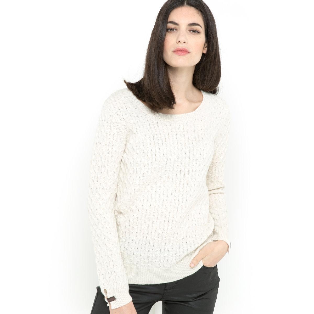 Пуловер с узором косыПуловер: 40% шерсти, 30% альпаки, 30% акрила. Круглый вырез. Длинные рукава. Планка из искусственной кожи с золотистой металлической пряжкой на рукаве. Края выреза, манжет и низа связаны в рубчик. Длина 64 см.<br><br>Цвет: экрю