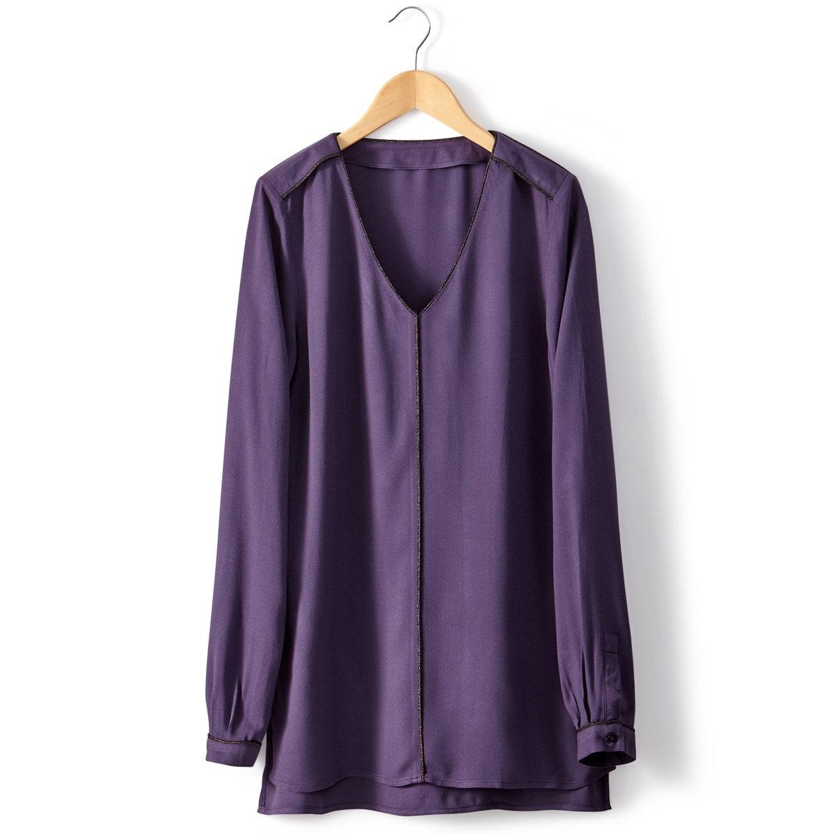 Блузка с V-образным вырезомБлуза с V-образным вырезом. 100% вискозы. Длинные рукава. Вырез, передняя часть и плечевые детали отделаны бейкой из металлизированной нити. Длина 70 см.<br><br>Цвет: фиолетовый