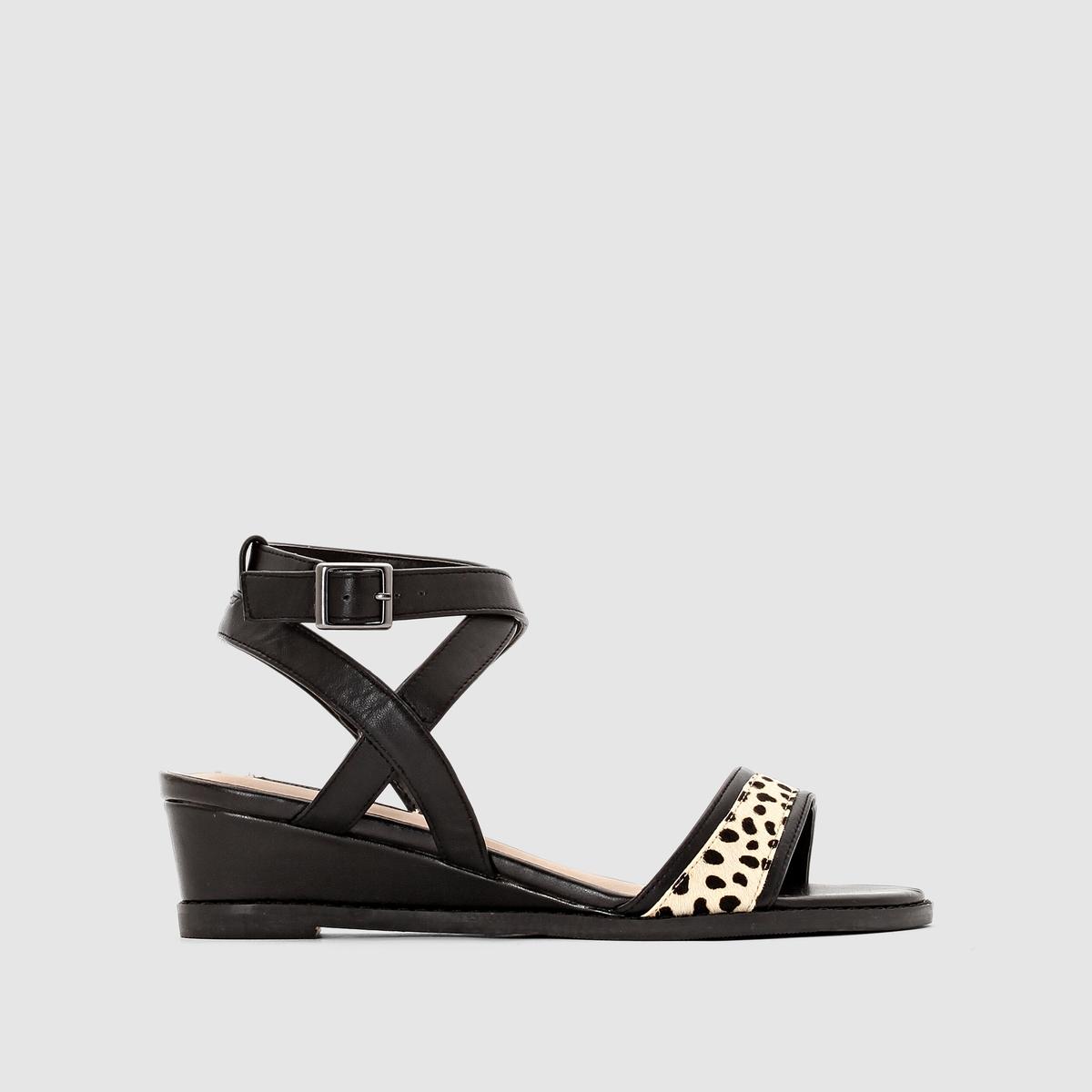 Туфли кожаныеПодкладка : кожа     Стелька : кожа     Подошва : из эластомера     Высота каблука : 4 см     Застежка : пряжка     Преимущества : замечательные туфли с оригинальным рисунком на подъеме и ремешками вокруг щиколотки.<br><br>Цвет: черный<br>Размер: 36.39