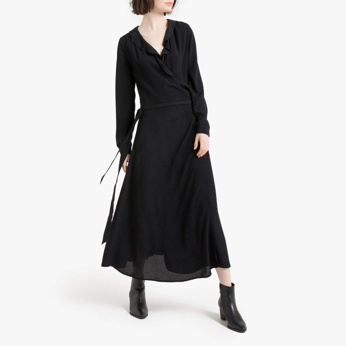 Vestido comprido, modelo elegante, folho na parte de cima