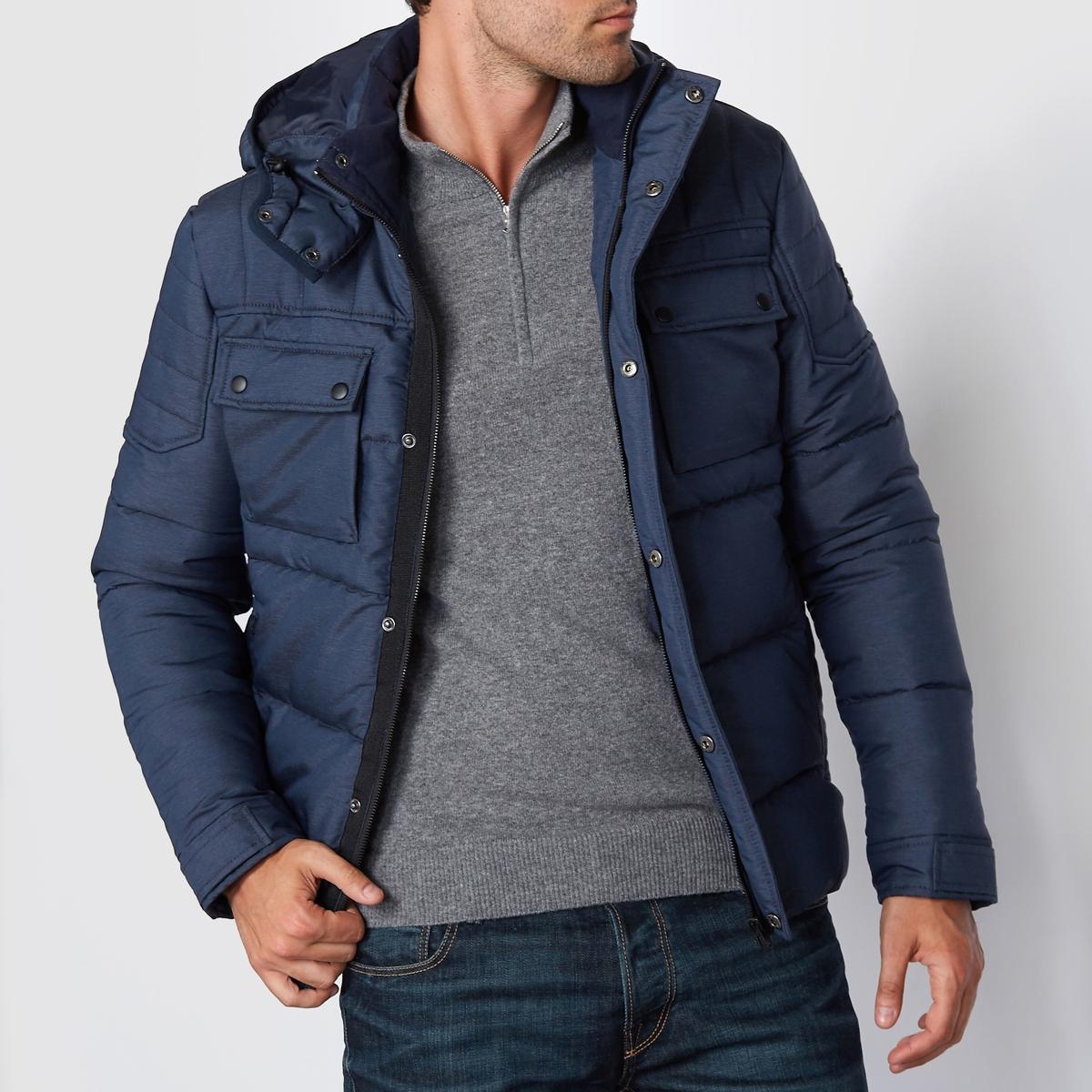 Куртка стеганая с капюшоном со стеганым эффектомСтеганая куртка с капюшоном со стеганым эффектом JACK &amp; JONES. Длинные рукава. Прямой покрой, воротник-стойка, с капюшоном и планка с кнопками. Застежка на молнию и кнопки спереди. Нагрудный карман с клапаном на кнопке и планка с кнопками внизу рукава.  Вставка на плечах. Состав и описаниеМатериал : 100% полиэстерМарка : JACK &amp; JONES<br><br>Цвет: темно-синий,черный<br>Размер: L