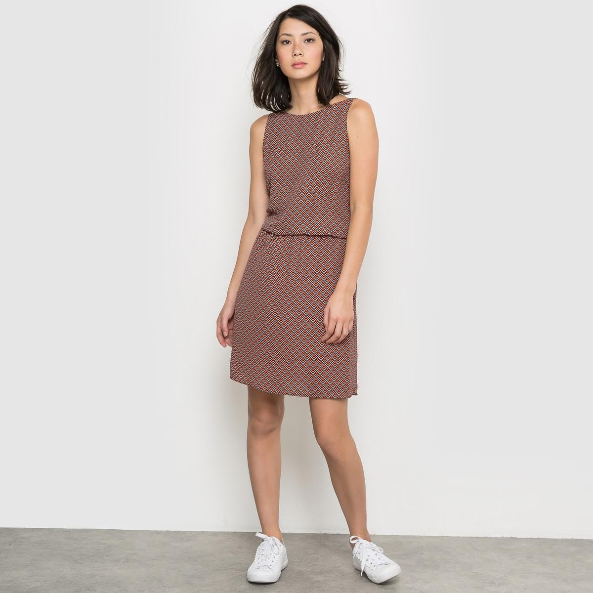 Ажурное платье с декольте на спинеПлатье с декольте на спине. Глубокий V-образный вырез на спине . эластичный пояс. На подкладке . Состав и описаниеМатериал: 100% полиэстераДлина  98 смМарка: LES PETITS PRIXУходМашинная стирка при 30° с одеждой такого же цвета.Стирать и гладить с изнанки<br><br>Цвет: набивной рисунок<br>Размер: 42 (FR) - 48 (RUS)