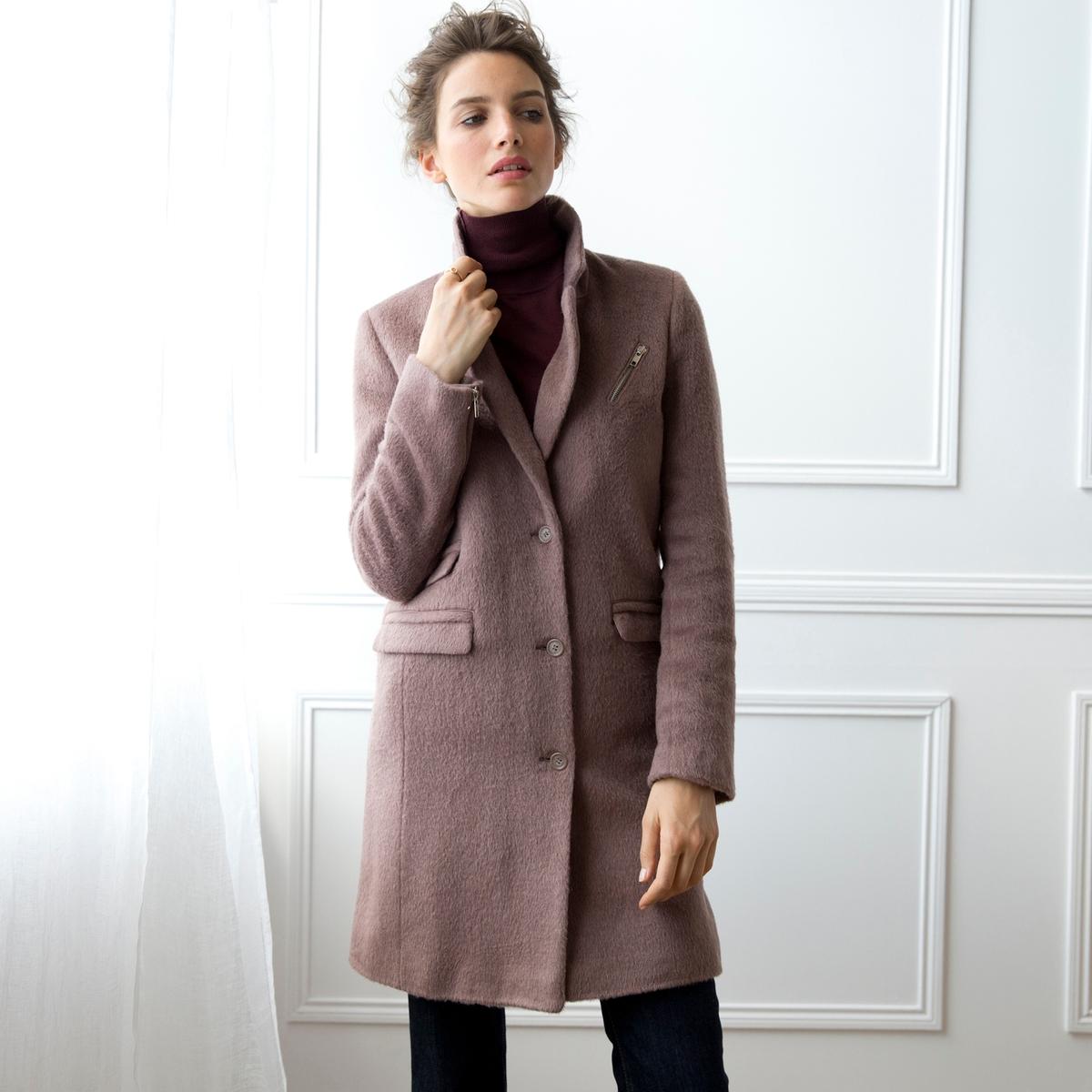 ПальтоПальто из 32% шерсти, 32% акрила, 21% полиэстера, 10% мохера, 5% других волокон. Застежка на пуговицы. 3 кармана по бокам. Подкладка из твила, 100% полиэстера. Длина 90 см.<br><br>Цвет: розовый меланж<br>Размер: 48 (FR) - 54 (RUS).46 (FR) - 52 (RUS)