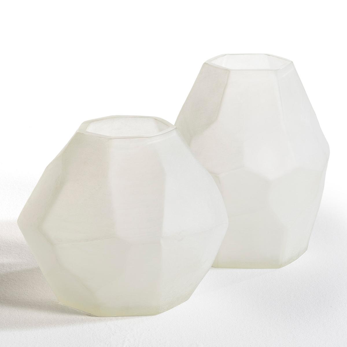 Ваза TelaГраненая ваза Tela.Характеристики: :- Из белого стекла с пескоструйной обработкой.Размеры :- Высота.29 x Диаметр.24 см<br><br>Цвет: песочно-белый