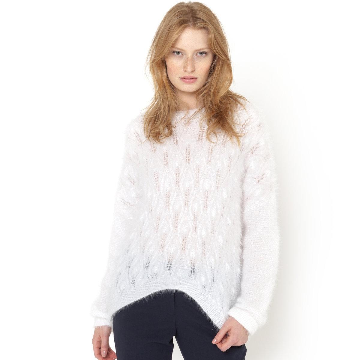 Пуловер с объемным рисункомПуловер с длинными рукавами и объемным рисунком спереди. 100% полиэстер. Длина переда 44 см, по спинке 62 см.<br><br>Цвет: слоновая кость,черный