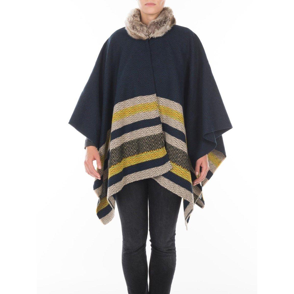 Poncho cape en laine et Fil textile® Maya