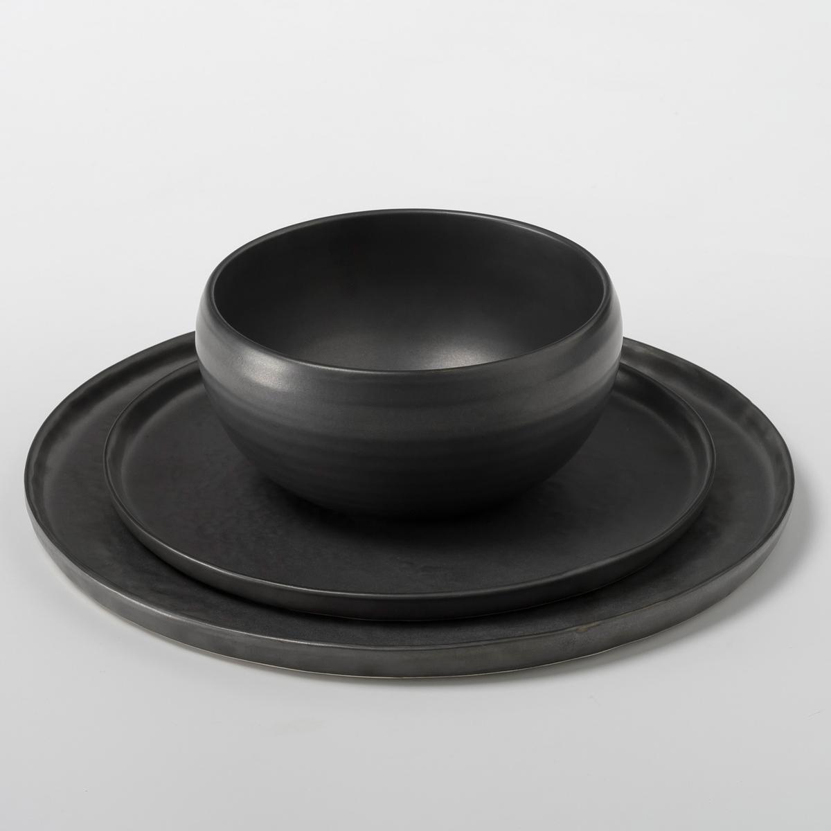 Тарелка плоская из керамики Pure design P .Нессенса, SeraxТарелка плоская Pure. Приготовление восхитительных блюд в красивой керамической посуде придает романтизма и способствует хорошему настроению . Паскаль Нессенс создал Pure, свою первую коллекцию столовых сервизов. Чистое воплощение аутентичности и теплоты, рожденные из органических форм и натуральных материалов.Характеристики: - Из матовой керамики с эффектом чеканки .- Можно использовать в посудомоечных машинах и микроволновых печах.- Десертная тарелка и чашка из комплекта продаются на нашем сайте .Размеры  :- ?27 x Выс1,6 см .<br><br>Цвет: черный<br>Размер: единый размер