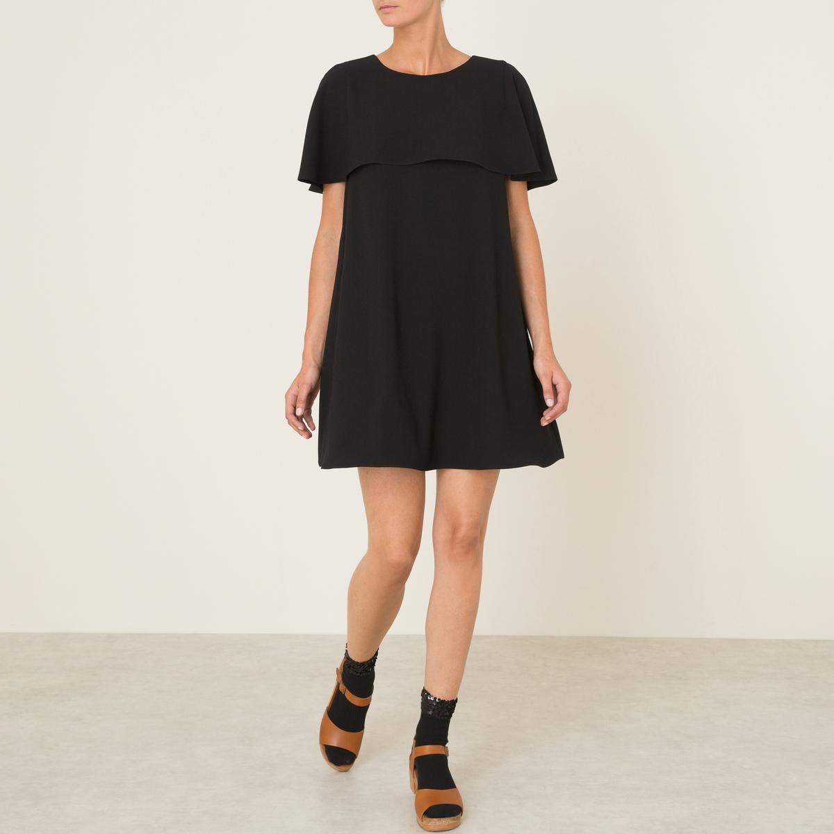 Платье FRIDAКороткое платье ATHE VANESSA BRUNO - модель FRIDA, из струящейся ткани. Слегка трапециевидный покрой. Короткие рукава. Накладка в виде небольшой мантии спереди. Застежка-капелька на пуговицу сзади.Состав и описание :Материал : 100% полиэстерМарка : ATHE VANESSA BRUNO<br><br>Цвет: черный