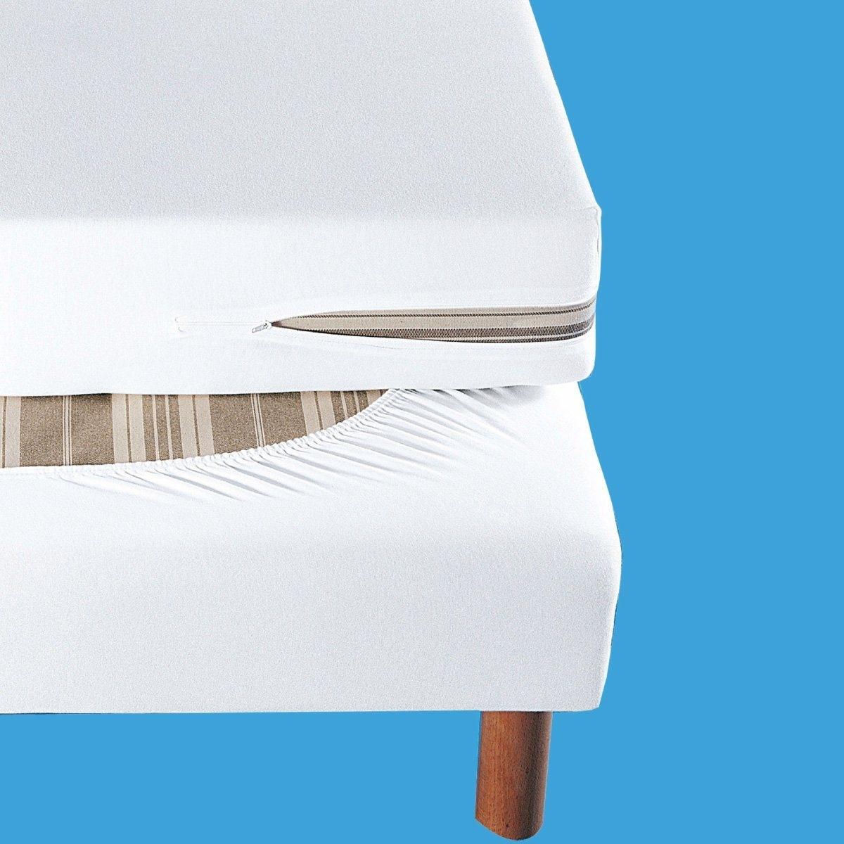 Чехол для боковин кроватиКачество VALEUR S?RE. Обновите старую кровать! Защитный чехол из мягкого и прочного джерси стретч, 100% хлопка, 140 г/м?. Подходит для боковин от 10 до 20 см. Эластичный по периметру. Простой уход: стирка при 40°.<br><br>Цвет: белый,синий,слоновая кость<br>Размер: 160 x 200 см.90 x 190 см.140 x 190 см