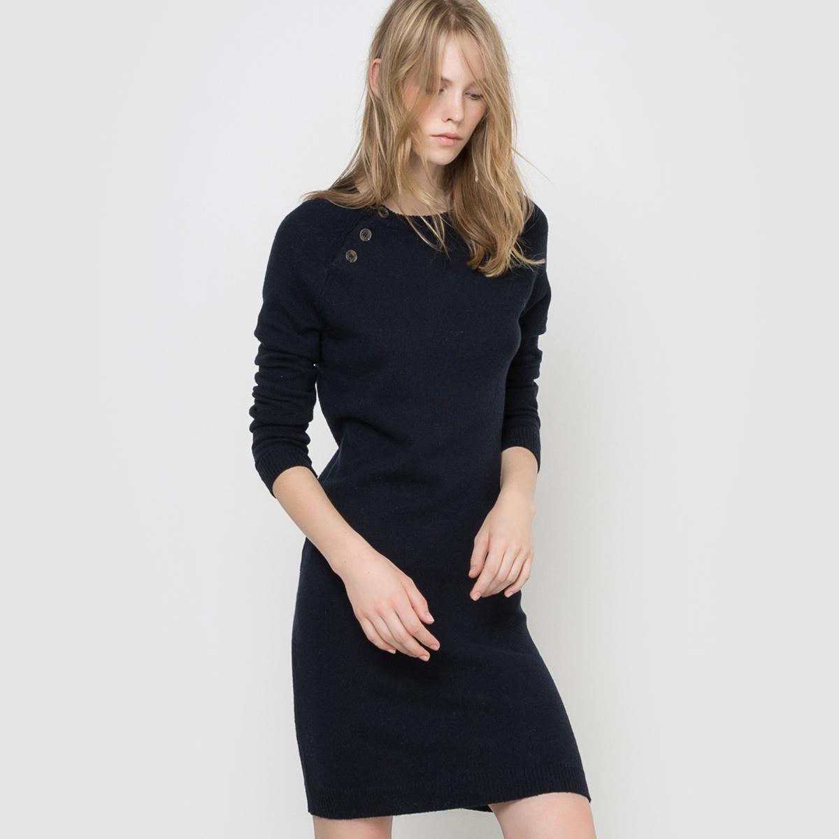 Платье-пуловер однотонное 50% шерстиПлатье-пуловер однотонное . Длинные рукава. Круглый вырез. Пройма рукава-реглан на пуговицах с каждой стороны . Края выреза, манжет и низа связаны в рубчик  . Длина 92 см.Состав и описаниеМатериал           50% шерсти ягненка, 30% полиамида, 20% вискозыМарка           R Essentiel УходРучная стиркаМашинная сушка запрещенаГладить с изнаночной стороны при умеренной температуре<br><br>Цвет: серый меланж,синий морской<br>Размер: 50/52 (FR) - 56/58 (RUS).50/52 (FR) - 56/58 (RUS)