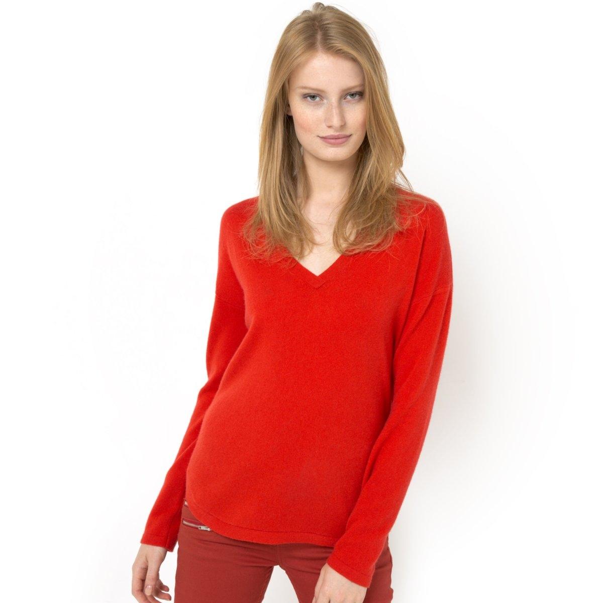 Пуловер, 100% кашемираПуловер из 100% кашемира. Глубокий V-образный вырез. Квадратный покрой. Длинные рукава. V-образный вырез с декором сзади. Края рукавов и низа связаны в рубчик. Закругленный низ. Длина: 68 см.<br><br>Цвет: красный/оранжевый матовый<br>Размер: 50/52 (FR) - 56/58 (RUS)