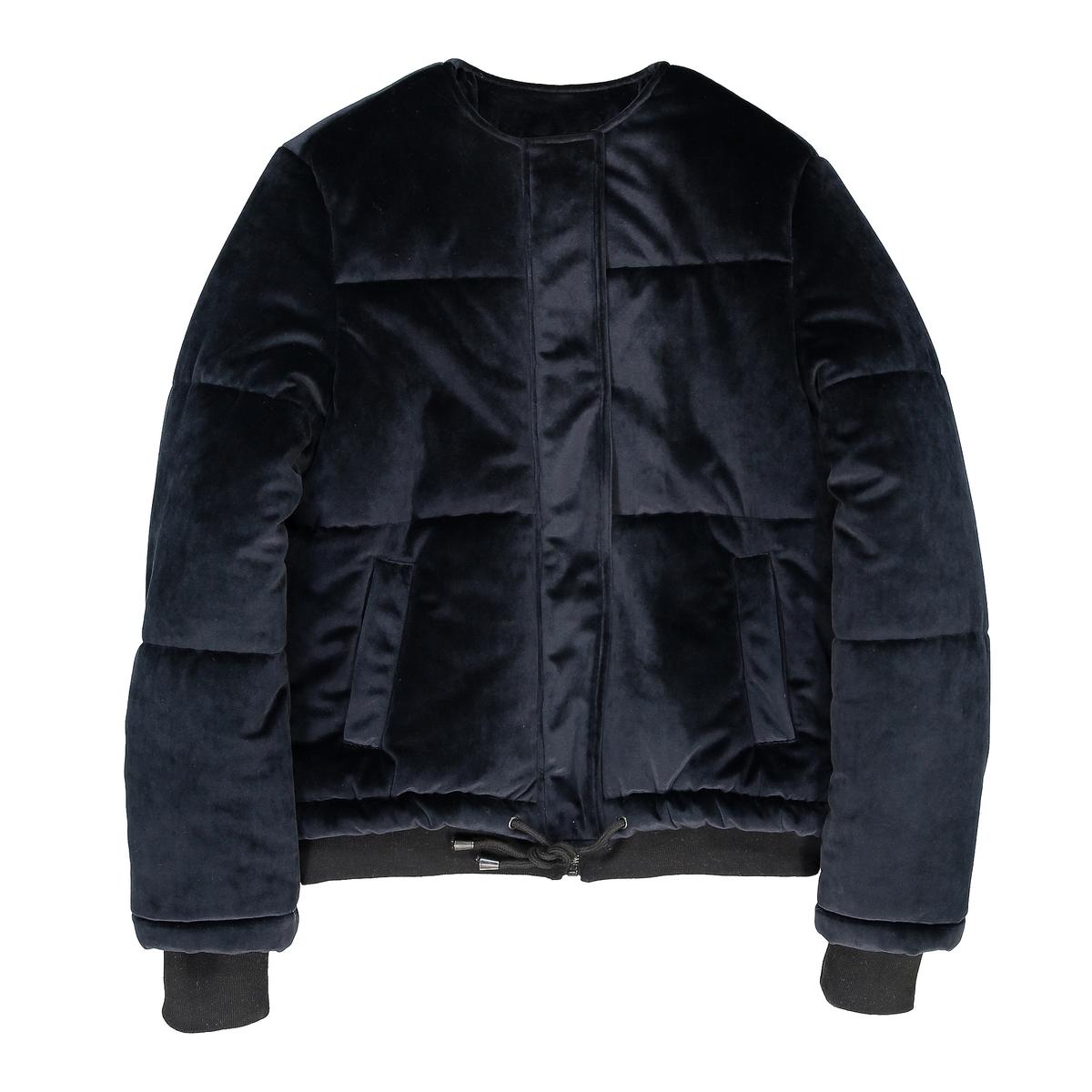 Куртка стеганая велюроваяОписание:Этой зимой стеганая куртка снова возвращается. Всем понравится мягкость этой стеганой куртки из теплого велюра, сочетающей стиль и комфорт.Детали •  Длина  : укороченная •  Круглый вырез •  Застежка на молниюСостав и уход •  100% полиэстер •  Подкладка : 100% полиэстер •  Наполнитель : 100% полиэстер • Не стирать •  Разрешается использование любых растворителей / отбеливание запрещено •  Не использовать барабанную сушку •  Не гладить •  Длина  : 62 см<br><br>Цвет: бордовый,синий морской<br>Размер: 48 (FR) - 54 (RUS).46 (FR) - 52 (RUS).44 (FR) - 50 (RUS).42 (FR) - 48 (RUS)