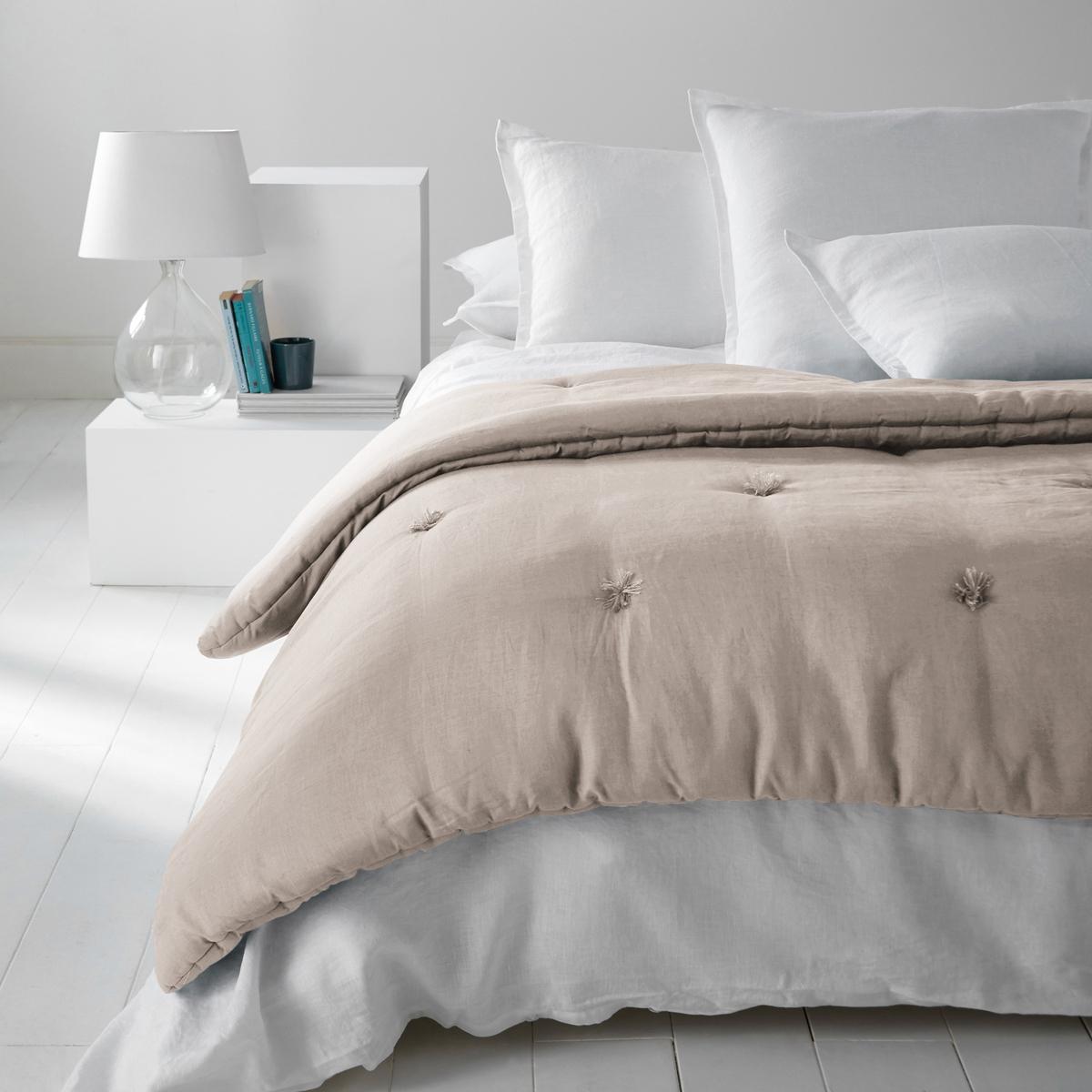 Одеяло из стиранного льна, AbellaОдеяло из 100% льна Abella, Качество уровня Qualit? Best. Чудесное блаженство проскользнуть под это одеяло Abella с очень приятным, легким и дышащим наполнителем.Характеристики одеяла изо льна, Abella :Верх из 100% льна.  Наполнитель из 100% полиэстера (400 г/м?)Стирка при 30°.100% лен : Натуральный, элегантный и аутентичный материал, с легким жатым эффектом. Мягкий струящийся материал - легкий летом и теплый зимой - становится еще мягче и красивее со временем.Другие наши изделия из льна ищите на сайте laredoute.ruРазмер на выбор :90 x 150 см90 x 190 см150 x 150 см<br><br>Цвет: белый,бледный сине-зеленый,розовая пудра,серо-бежевый,сине-зеленый,фиолетовый<br>Размер: 150 x 150  см.90 x 190  см