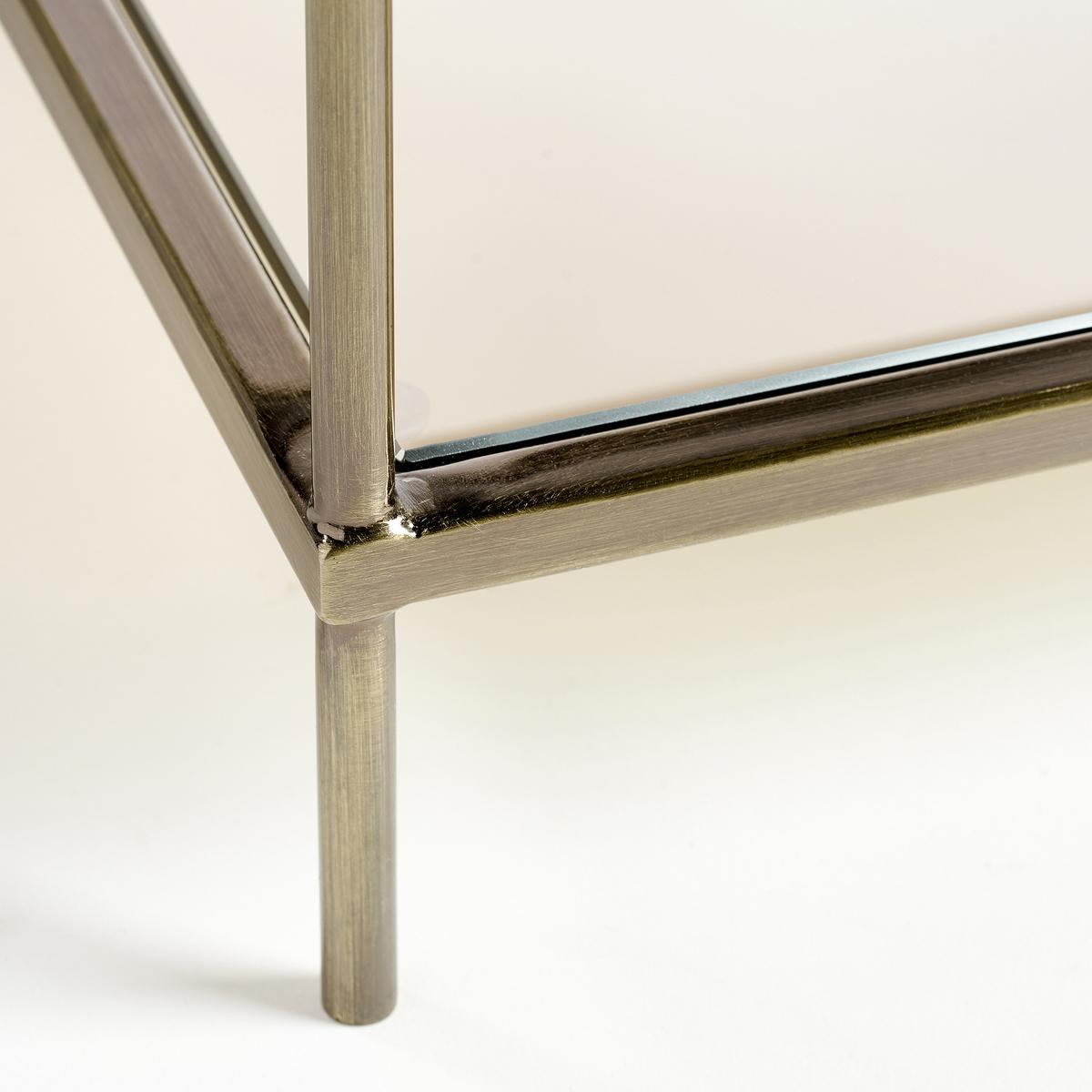 Столик журнальный UlupnaВы можете менять столешницы местами: столешница из затемненного стекла сверху и столешница из зеркального стекла снизу или наоборот.Характеристики: : - Металлический каркас с латунным покрытием- Верхняя столешница из затемненного стекла серого цвета, толщина 6 мм- Нижняя столешница из стекла с зеркальным эффектом, толщина 6 мм- Поставляется готовым к сборке, инструкция прилагается.Размеры  : - Д40 x В40 x Г40 см, 6,23 кг<br><br>Цвет: старинная латунь