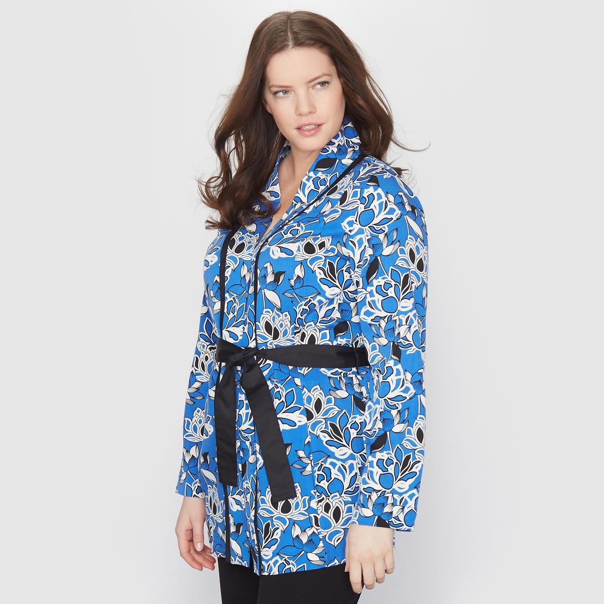 Жакет-кимоно с цветочным мотивомЖакет-кимоно. Яркий цветочный рисунок ! Однотонный черный ремешок на поясе . Контрастная черная бейка на вырезе и рукавах . 100% вискозы . Длина 72 см .<br><br>Цвет: рисунок цветочный синий<br>Размер: 52 (FR) - 58 (RUS).42 (FR) - 48 (RUS)