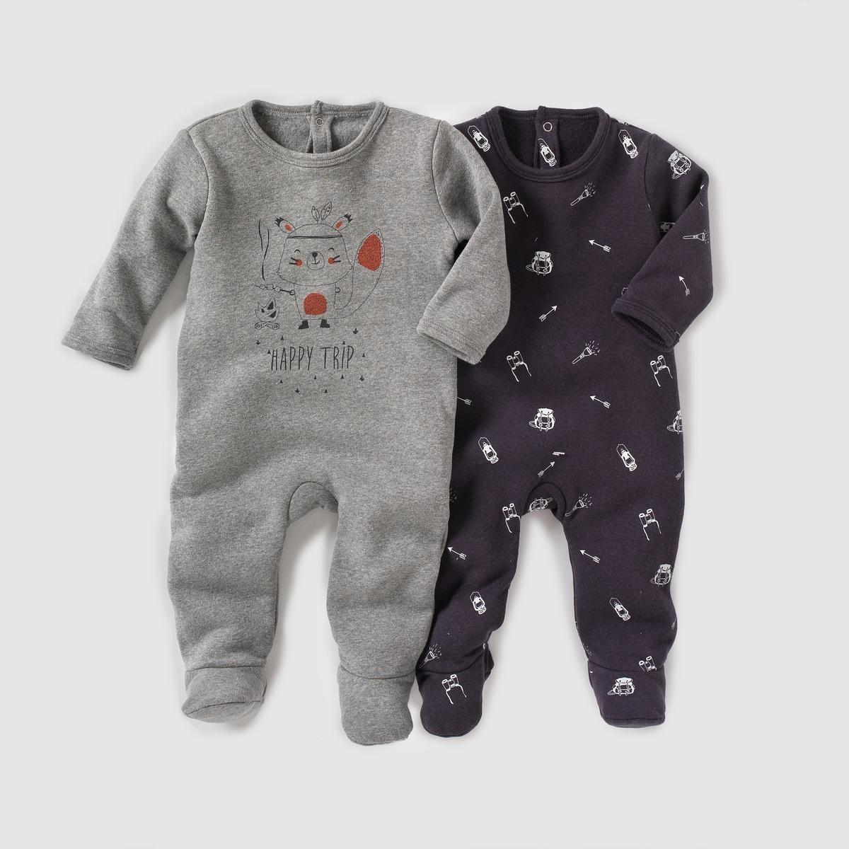 2 пижамы из мольтона, 0 месяцев - 3 годаКомплект из 2 мольтоновых пижам. В комплекте 1 однотонная пижама с принтом спереди и 1 пижама с принтом. Клапан на кнопках и застежка на кнопки сзади. Нескользящая подошва с эластичными вставками сзади начиная с размера 74 см (12 месяцев). Состав и описаниеМатериал: 60% хлопка, 40% полиэстера.Марка:    R mini УходСтирать и гладить с изнанки.Машинная стирка при 40 °C с вещами подобных цветов.Машинная сушка в умеренном режиме.Гладить на низкой температуре.<br><br>Цвет: серый меланж + антрацит