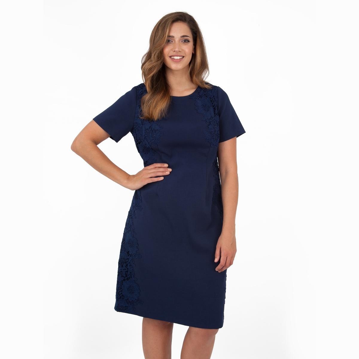 ПлатьеПлатье с короткими рукавами - KOKO BY KOKO. Кружевные вставки по бокам, застежка на молнию сзади. Длина ок.104 см. 100% полиэстера.<br><br>Цвет: синий морской<br>Размер: 54/56 (FR) - 60/62 (RUS)