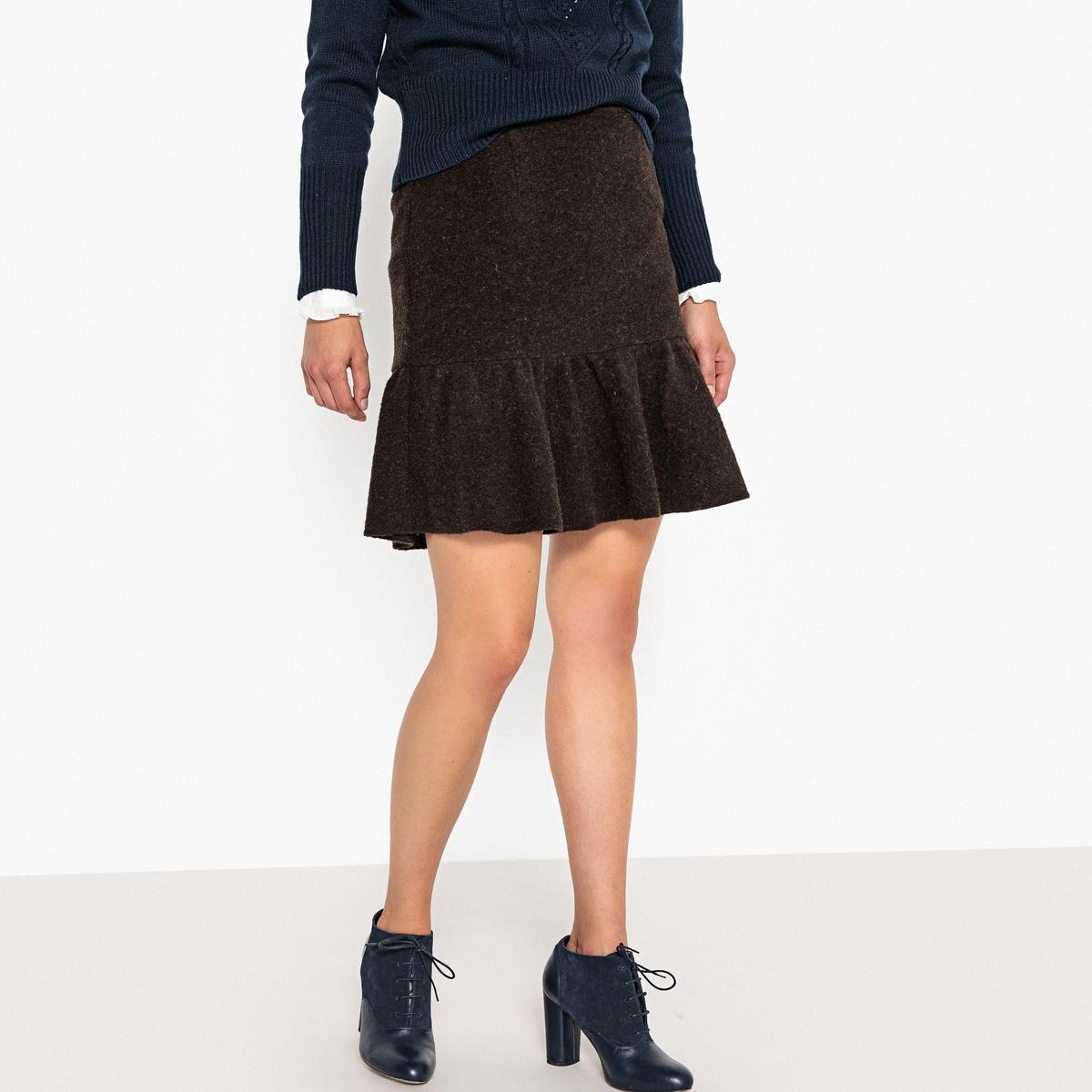 Falda de lana con volante
