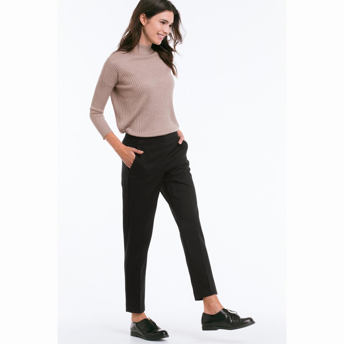 БрюкиСимпатичные брюки-дудочки, длина до щиколотки. Из красиво ниспадающей ткани, со складками и боковыми карманами. Стандартная высота талии без застежки. Широкая резинка сзади. Длина по внутр. шву ок.70 см. для всех размеров. Ширина по низу ок.32 см. 95 см для размера 38. 64% полиэстера, 34% вискозы, 2% эластана. Покрой: стандартный. Стирка при 40°.<br><br>Цвет: черный<br>Размер: 42 (FR) - 48 (RUS)