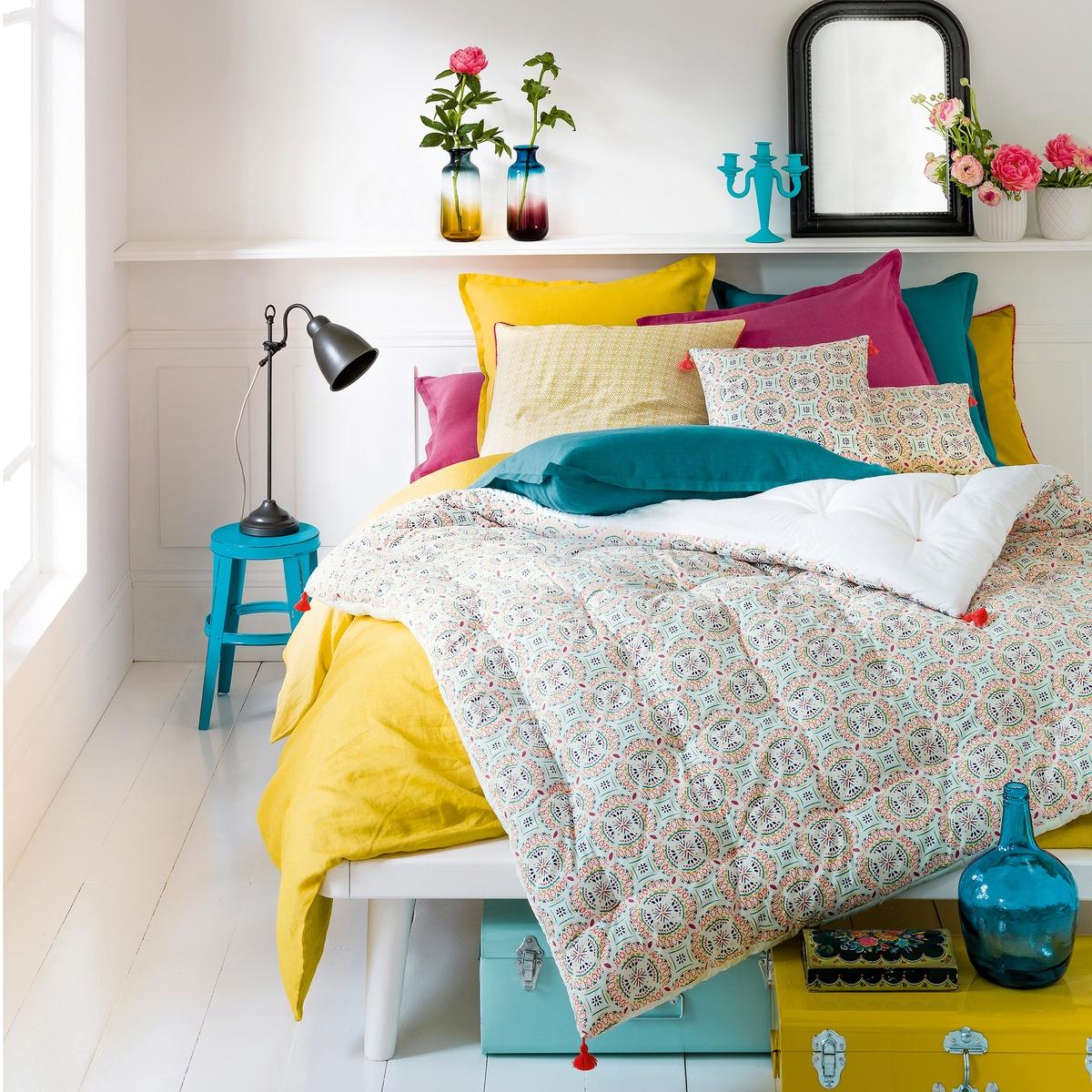 Одеяло из перкали, RosaceХарактеристики перины, Rosace :Верх из перкали 100% хлопка . Наполнитель 100% полиэстера (600 г/м?) .Оборотная сторона - однотонная белая . Отделка помпонами кораллового цвета .<br><br>Цвет: рисунок разноцветный<br>Размер: 90 x 190  см