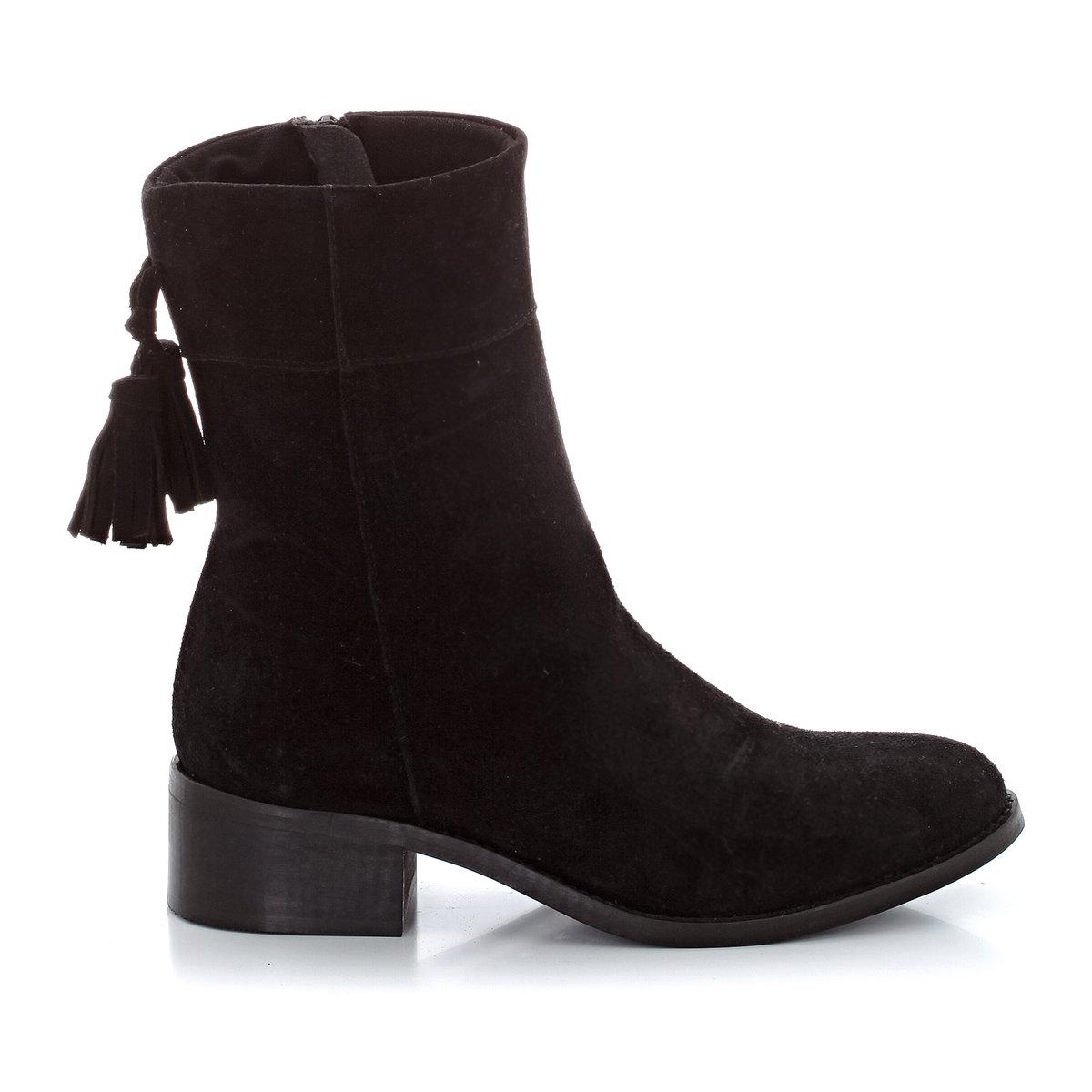 Ботинки кожаные с кисточкамиВерх : невыделанная кожаПодкладка : кожаСтелька : кожаПодошва : эластомерЗастежка : молния сбокуПреимущества : оригинальные кисточки сзади.<br><br>Цвет: темно-коричневый,черный<br>Размер: 38