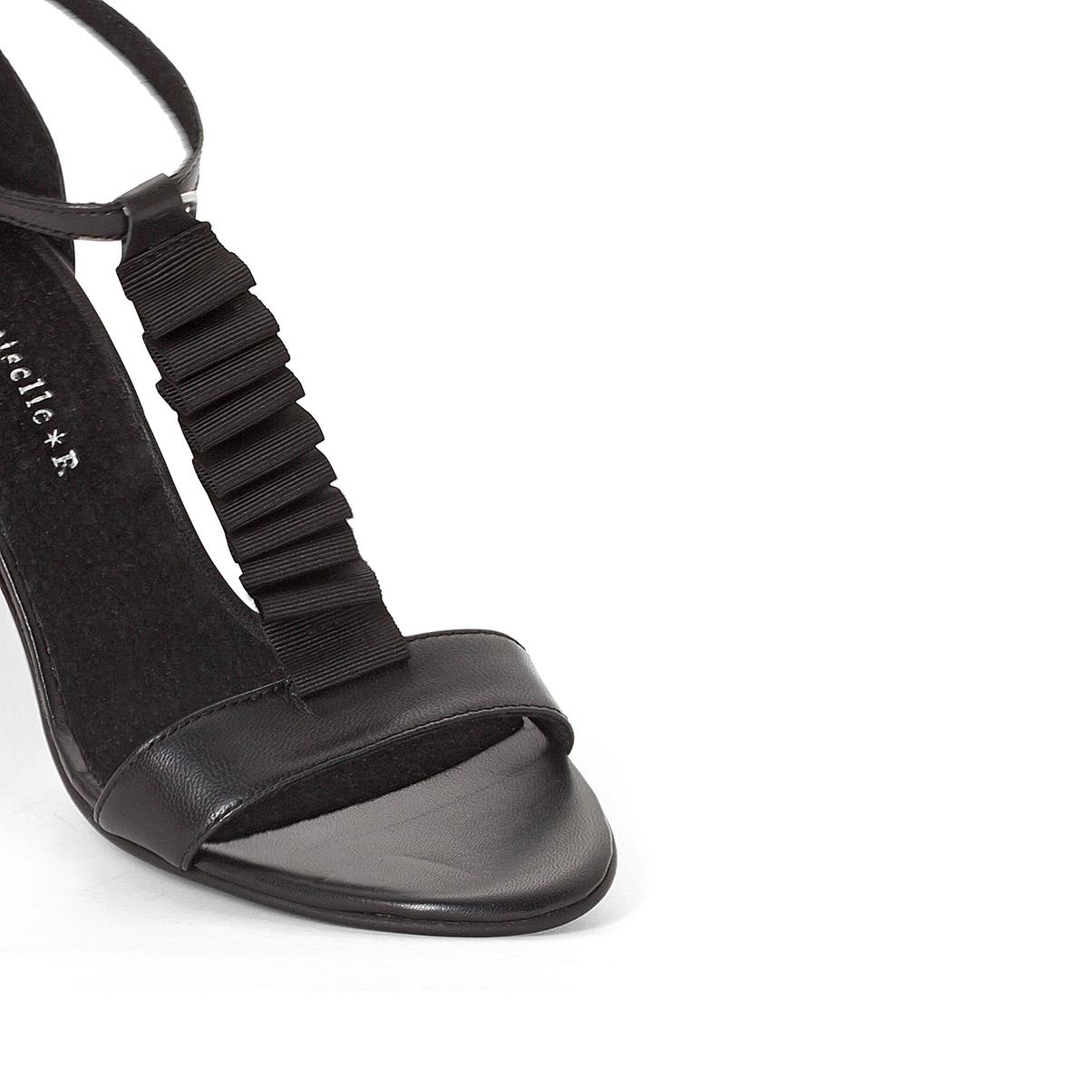 Босоножки кожаные с воланамиДетали  •  Широкий каблук •  Высота каблука : 9 см •  Застежка : ремешок/пряжка •  Открытый мысок •  Гладкая отделкаСостав и уход •  Верх<br><br>Цвет: черный<br>Размер: 39.37