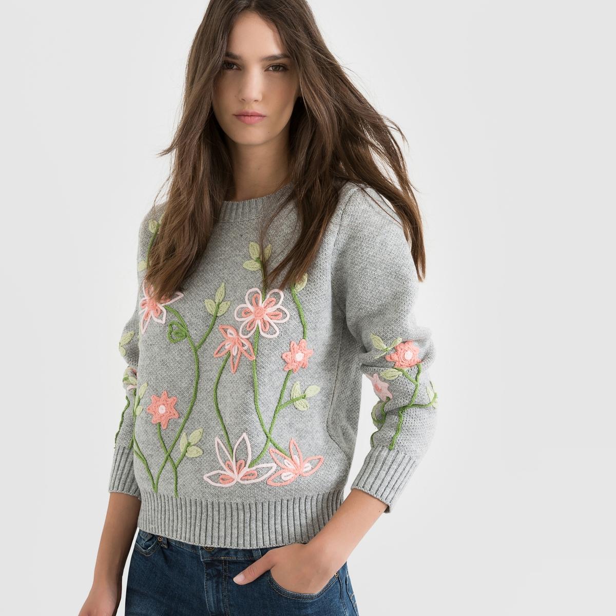 Пуловер с круглым вырезом и вышивкой цветыПуловер MOLLY BRACKEN. Меланжевый трикотаж и оригинальная вышивка цветы спереди и на рукавах. Края низа, выреза и манжет связаны в рубчик. Укороченный покрой. Состав и описание :Материал : 65% акрила, 35% шерстиМарка : MOLLY BRACKEN.Уход :Ручная стирка<br><br>Цвет: серый<br>Размер: 38/40 (FR) - 44/46 (RUS)