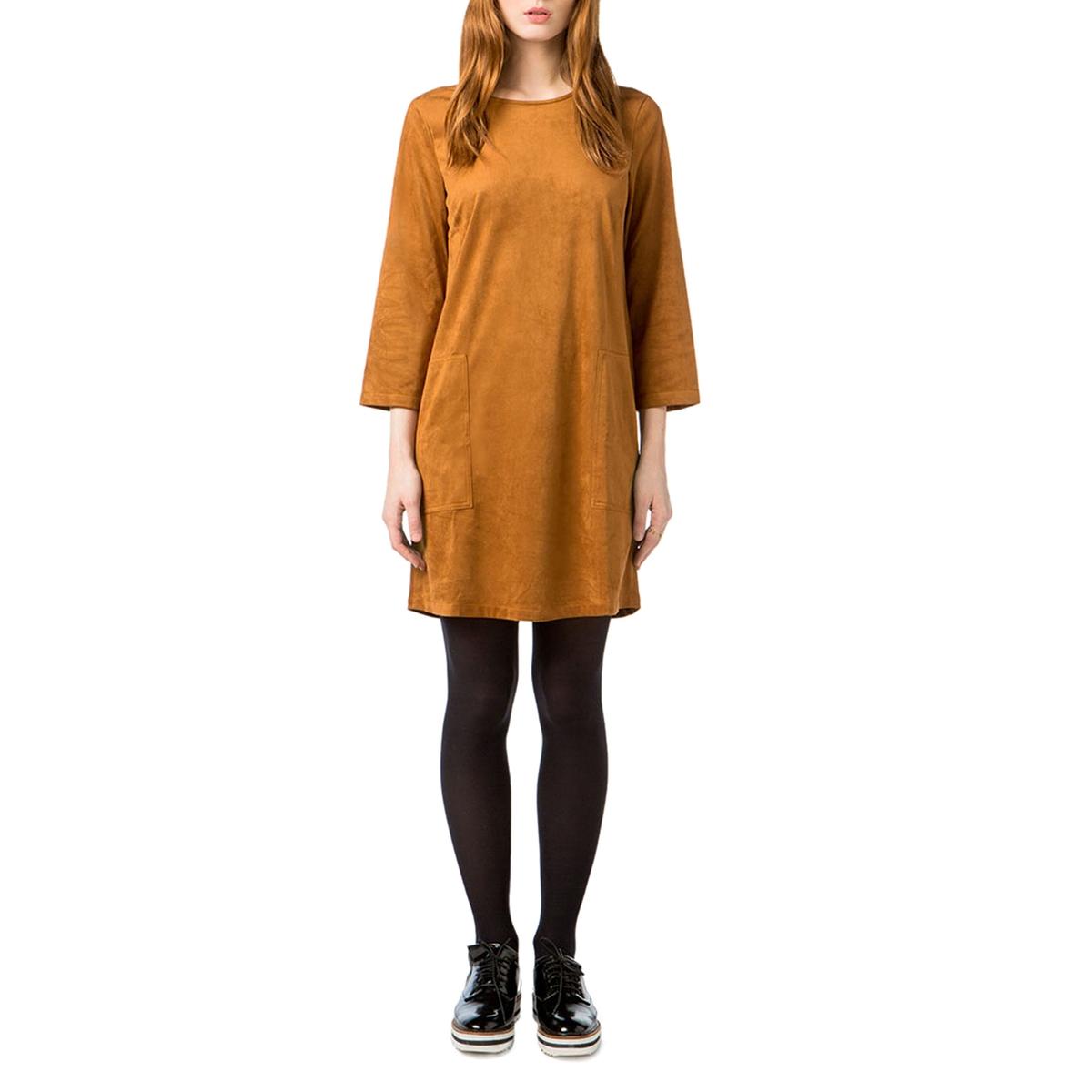 Платье однотонное прямого и короткого покроя с длинными рукавами