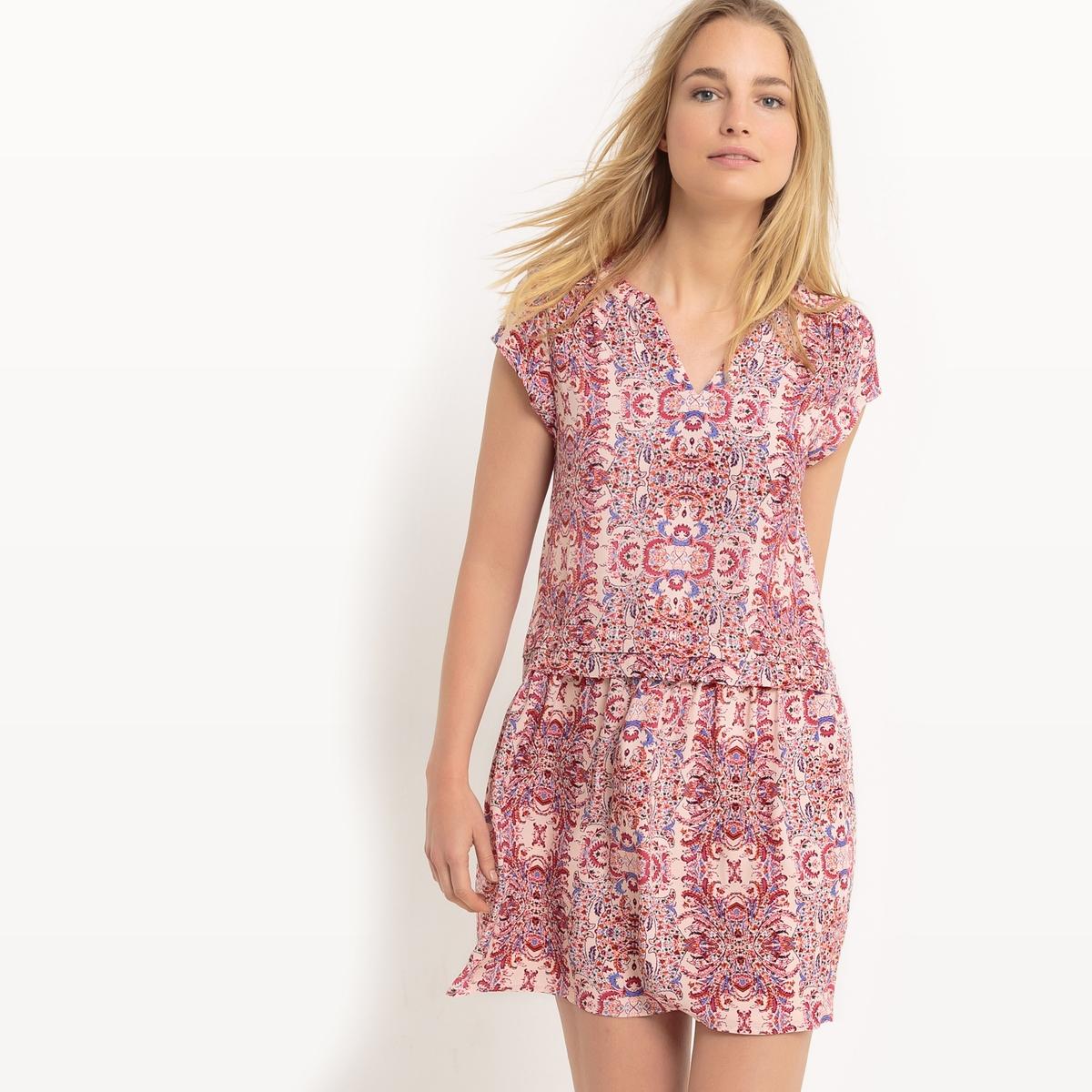 Платье струящееся с короткими рукавами и рисунком платье струящееся с рисунком