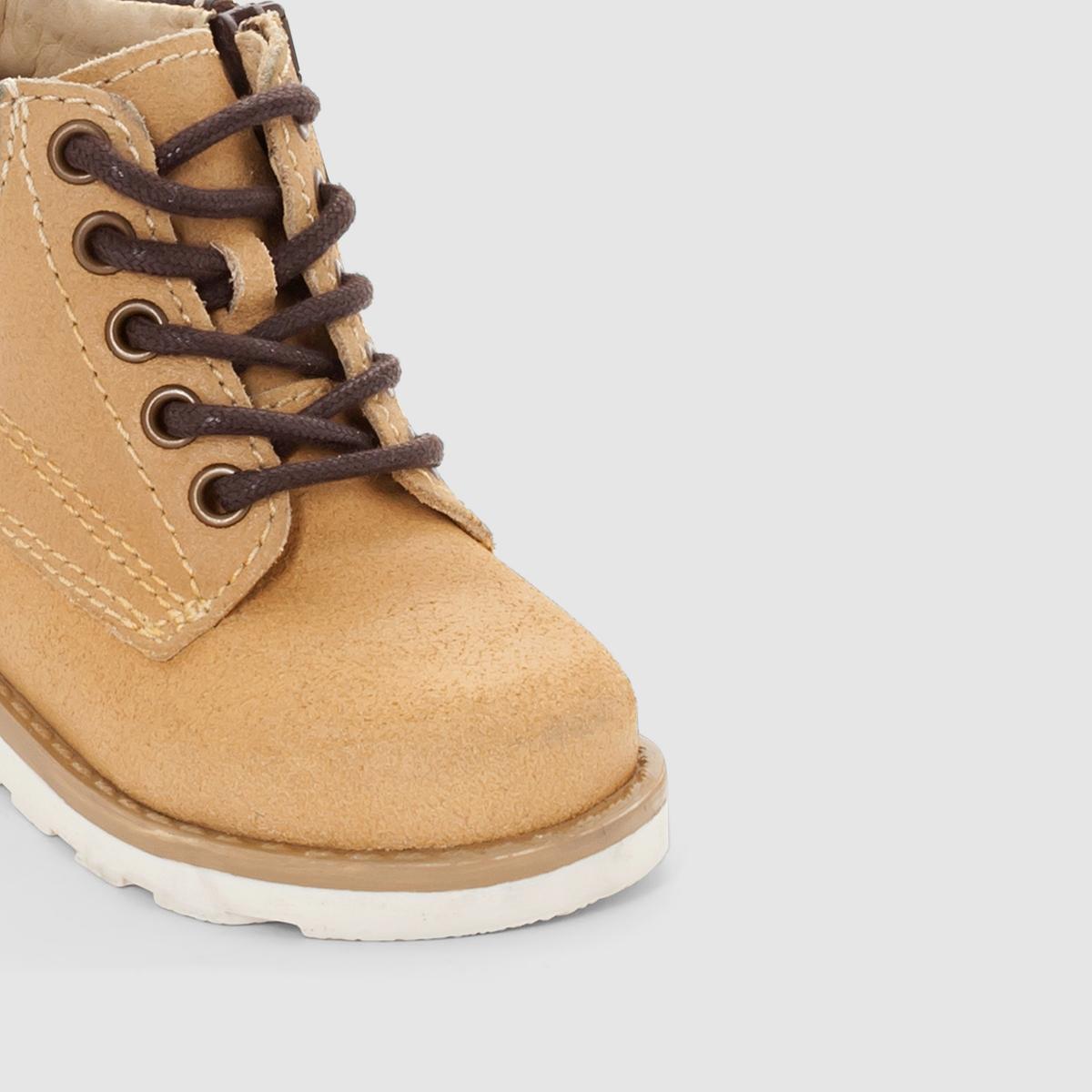 Ботинки кожаные на шнуровке и молнииВерх: спилок (яловичная кожа).Подкладка: кожа.Стелька: кожа.Подошва: из эластомера. Застежка: на молнию, хлопковые шнурки. Преимущества: удобные ботинки из спилка с голенищем средней высоты, которые легко надеваются благодаря застежке на молнию и подарят ребенку истинный комфорт.<br><br>Цвет: охра<br>Размер: 25.19.21.22