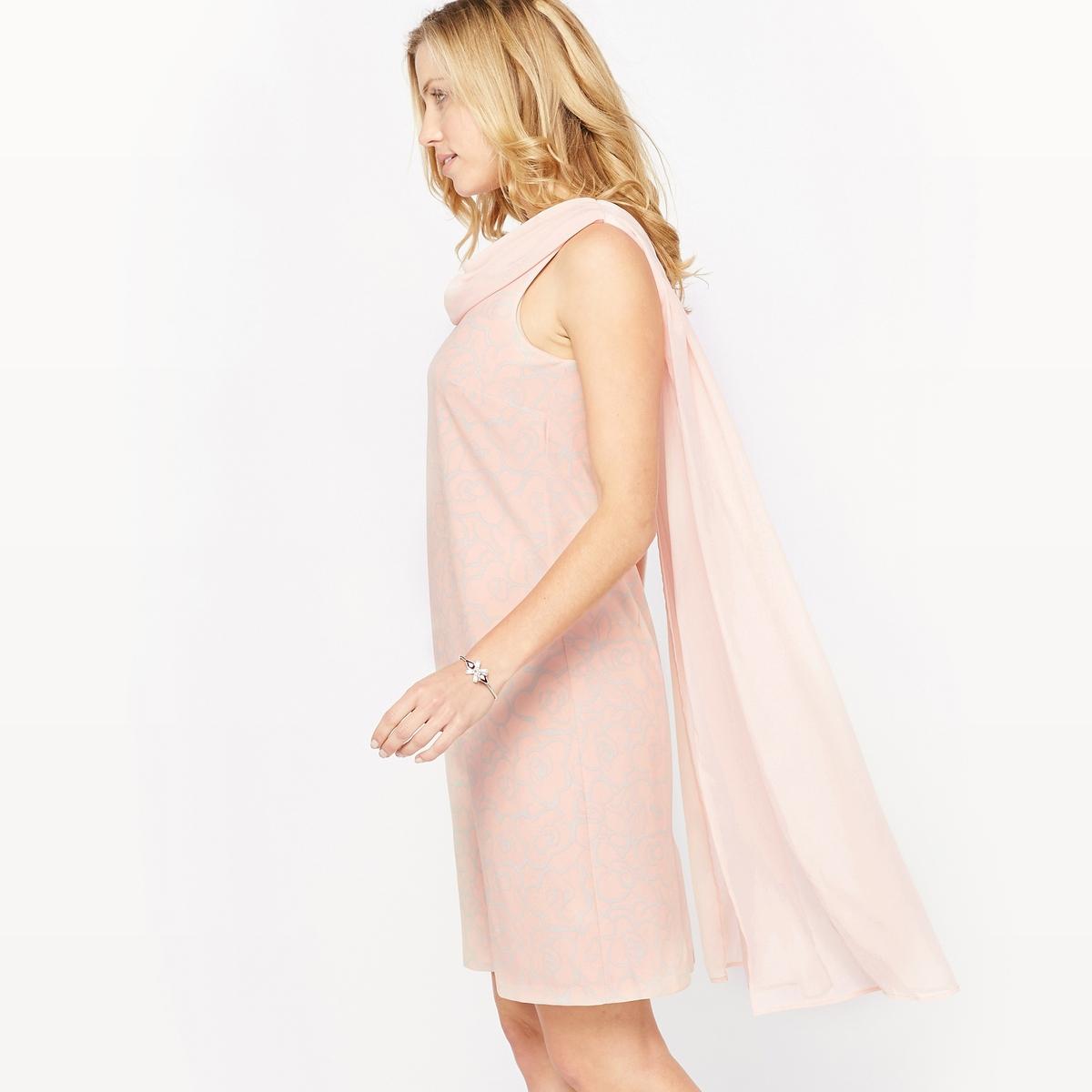Платье драпированное с рисункомЭффектное платье, вырез с очаровательной вставкой из вуали, 100% полиэстер, красивая драпировка сзади. Круглый вырез спереди, V-образный вырез сзади. Застежка на скрытую молнию сзади. Состав и описание : Материал         креп стретч, 92% полиэстера, 8% эластанаДлина      95 смМарка         Anne Weyburn Уход :Машинная стирка при 30 °С в умеренном режимеГладить при умеренной температуре<br><br>Цвет: рисунок/фон розовая пудра<br>Размер: 46 (FR) - 52 (RUS).48 (FR) - 54 (RUS).44 (FR) - 50 (RUS)