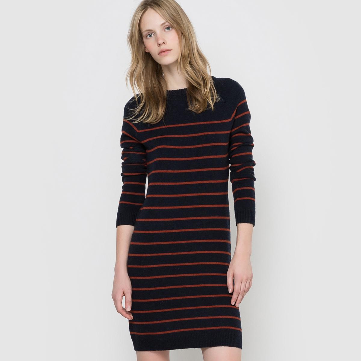 Платье-пуловер в полоску, 50% шерстиПлатье-пуловер в полоску. Длинные рукава. Круглый вырез. Пройма реглан на кнопках по бокам. Края выреза, рукавов и низа связаны в рубчик. Длина 92 см. Состав и описаниеМатериал 50% шерсти ягненка, 30% полиамида, 20% вискозыМарка R EssentielУходРучная стиркаМашинная сушка запрещенаГладить с изнаночной стороны при умеренной температуре<br><br>Цвет: в полоску темно-синий/кирпичный<br>Размер: 46/48 (FR) - 52/54 (RUS)