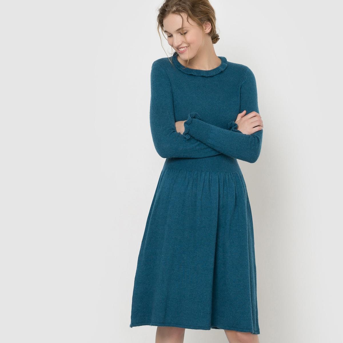 Платье вязаное с воланамиПлатье с длинными рукавами Mademoiselle R. Платье из вязаного трикотажа. Воланы на манжетах и вырезе. Завязки на спине. Высокий воротник. Эластичный пояс. Состав и описаниеМарка : Mademoiselle RМатериал : 50% полиамида, 45% вискозы, 5% альпакиДлина : 100 смУходМашинная стирка при 30 °C   Стирать с вещами схожих цветовСтирать и гладить при очень низкой температуре с изнаночной стороны<br><br>Цвет: бордовый,сине-зеленый<br>Размер: 42/44 (FR) - 48/50 (RUS).46/48 (FR) - 52/54 (RUS)