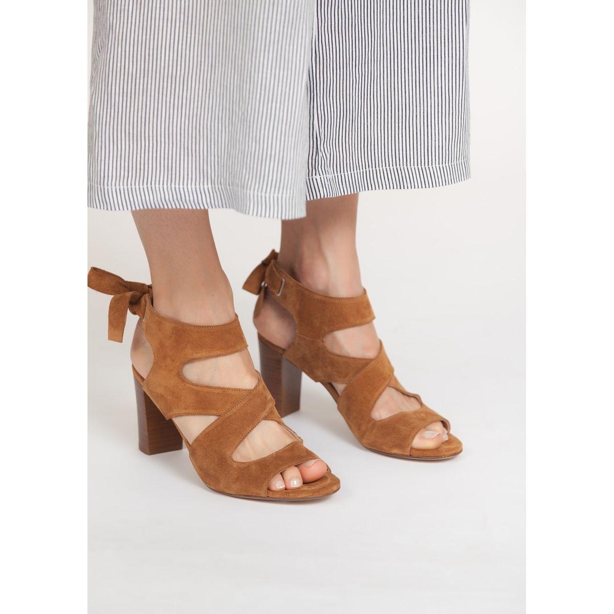 Sandales montantes en daim brides croisées
