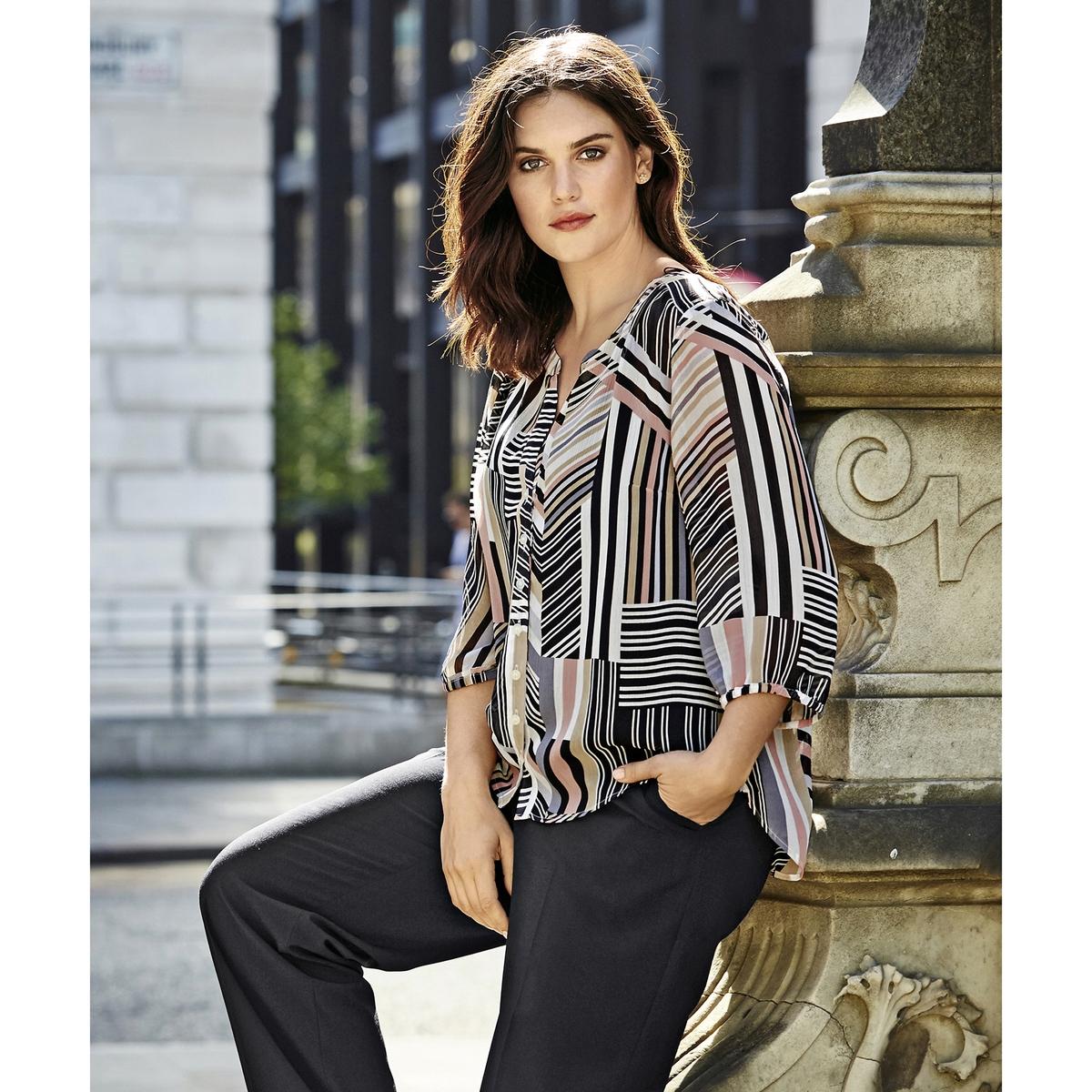 БлузкаБлузка ULLA POPKEN. Слегка прозрачная блузка с красивым графическим рисунком. Прямой открытый вырез, закругленный низ и рукава 3/4 с краями на резинке. Легкий в уходе материал - не требует глажки. 100% полиэстер. Длина в зависимости от размера. 72-82 см<br><br>Цвет: набивной рисунок