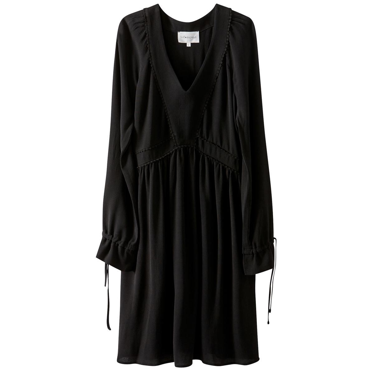 Платье однотонное средней длины, расширяющееся к низуДетали •  Форма : расклешенная •  Длина до колен •  Длинные рукава    •   V-образный вырезСостав и уход •  43% вискозы, 57% полиамида •  Следуйте советам по уходу, указанным на этикетке<br><br>Цвет: черный<br>Размер: XS