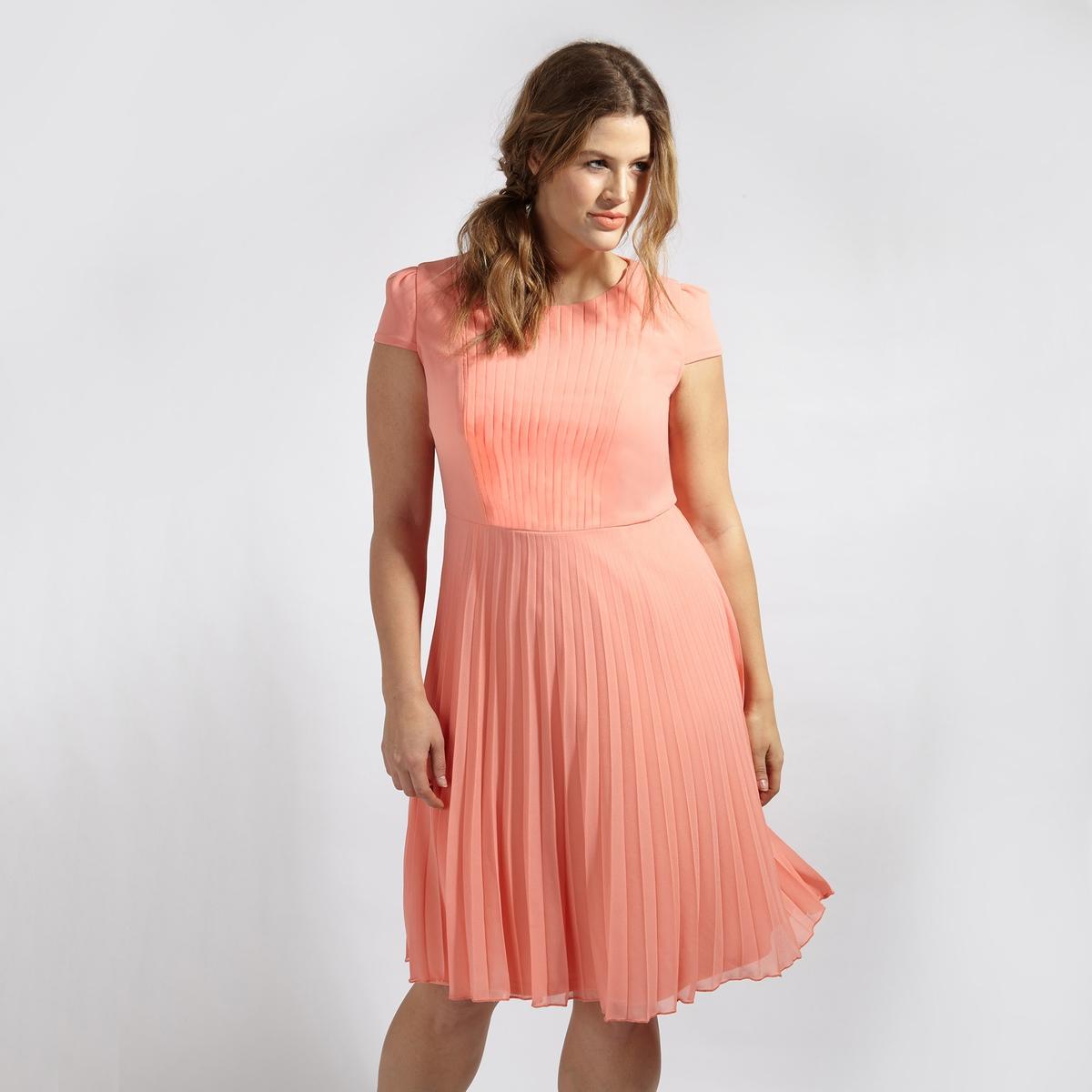 ПлатьеПлатье с короткими рукавами LOVEDROBE. Юбка с эффектом плиссе. Застежка на молнию сзади. Круглый вырез. 100% полиэстер<br><br>Цвет: коралловый<br>Размер: 44 (FR) - 50 (RUS)