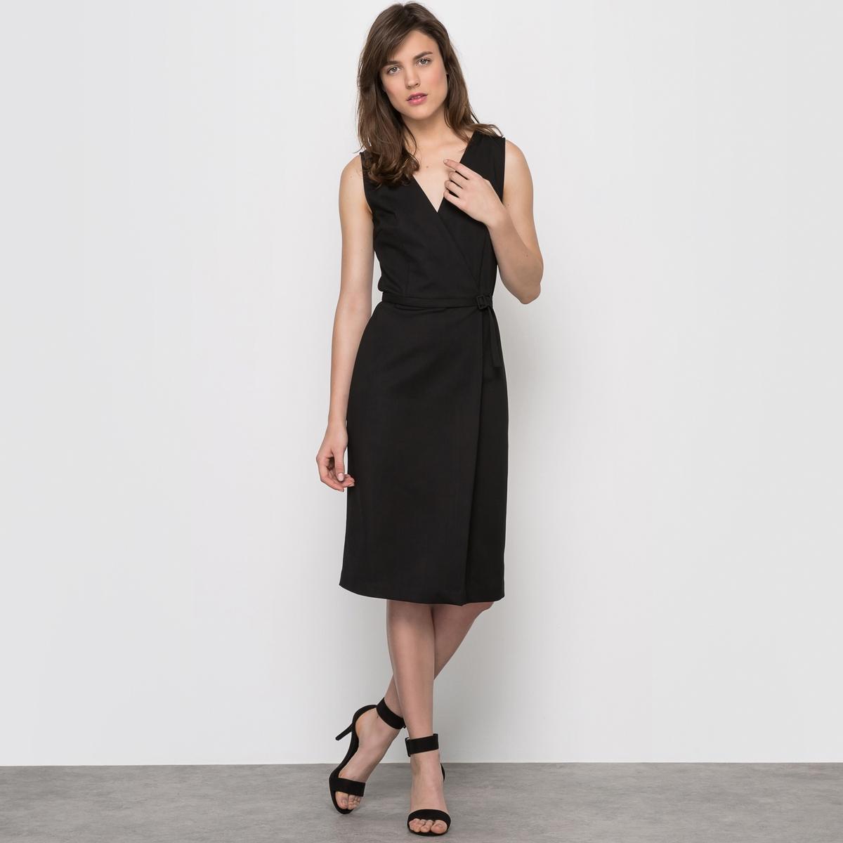 Платье с запахом без рукавовПлатье зауженного покроя, верх с запахом. V-образный вырез. Юбка под юбку-портфель. Однотонный пояс со шлевками из того же материала. Шлица сзади посередине. Застежка на скрытую молнию сзади. 51% хлопка, 45% полиэстера, 4% эластана. Длина 102 см.<br><br>Цвет: черный