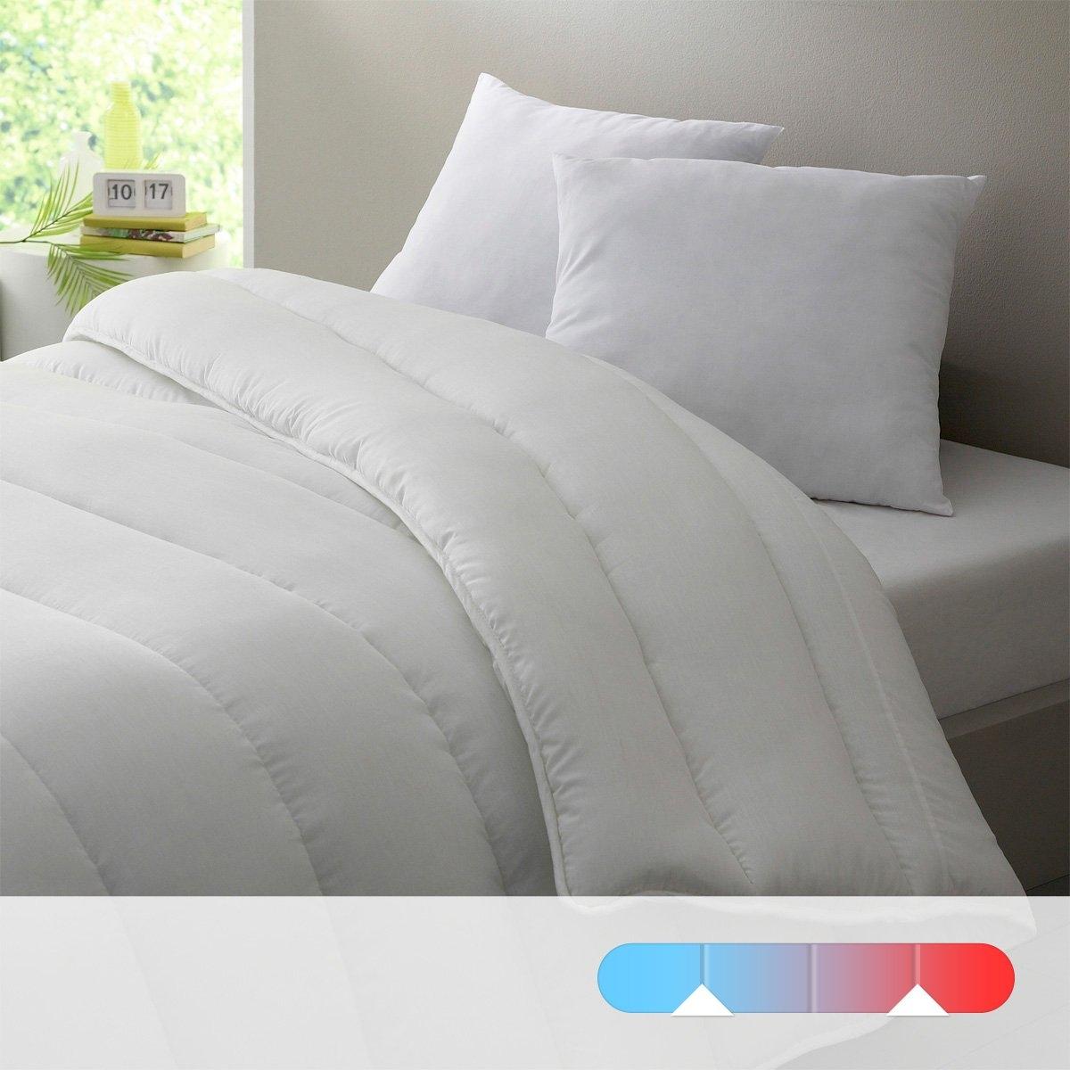Двойное одеяло LA REDOUTE CREATIONДвойное одеяло из 100% полиэстера, полые силиконизированные волокна для большего комфорта. Прекрасное соотношение цены и качества. Идеально в любое время года: одно одеяло  175 г/м? для лета, + 1 одеяло 300г/м? для межсезонья и оба одеяла соединяются завязками для зимы. Наполнитель: 100% полиэстера, полые силиконизированные волокна. Чехол: 100% полиэстера. Отделка кантом. Простежка по косой. Стирка при 30°.<br><br>Цвет: белый