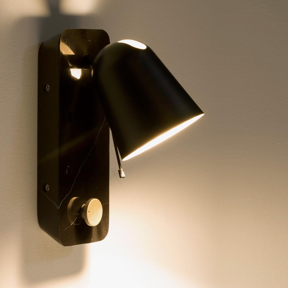 Светильник CristianiСветильник регулируемый . Низ из настоящего мрамора, размеры. 10 x 17 x В.23 см.Абажур с золотистым покрытием внутри . Регулятор силы света золотистого цвета . Лампочка G9 40 W, не входит в комплект, патрон G9. Этот светильник совместим с лампочками    энергетического класса   E . .<br><br>Цвет: черный