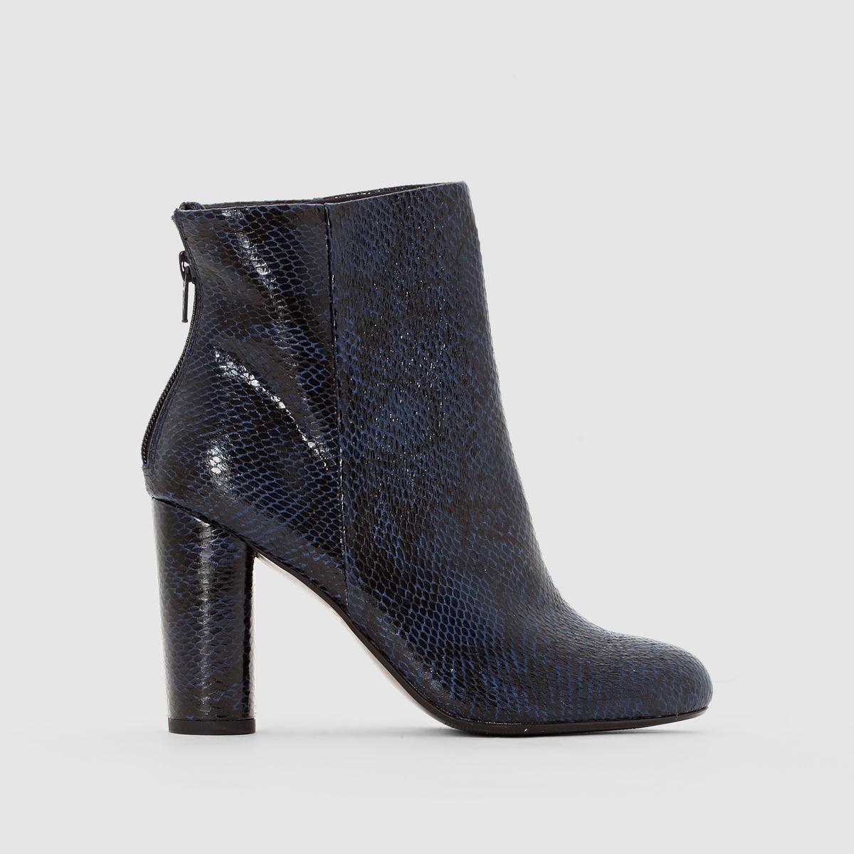 Ботильоны с эффектом кожа питона, на каблукахМарка : Mademoiselle R. ВерхВерх : синтетика.Подкладка : текстильСтелька : кожа.Подошва : из эластомера.Высота каблука : 9 см.Форма каблука: широкая Носок : круглый Застежка : на молнии сбоку<br><br>Цвет: темно-синий<br>Размер: 41