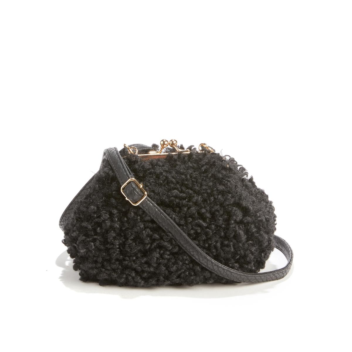 Небольшая сумка в форме клатча