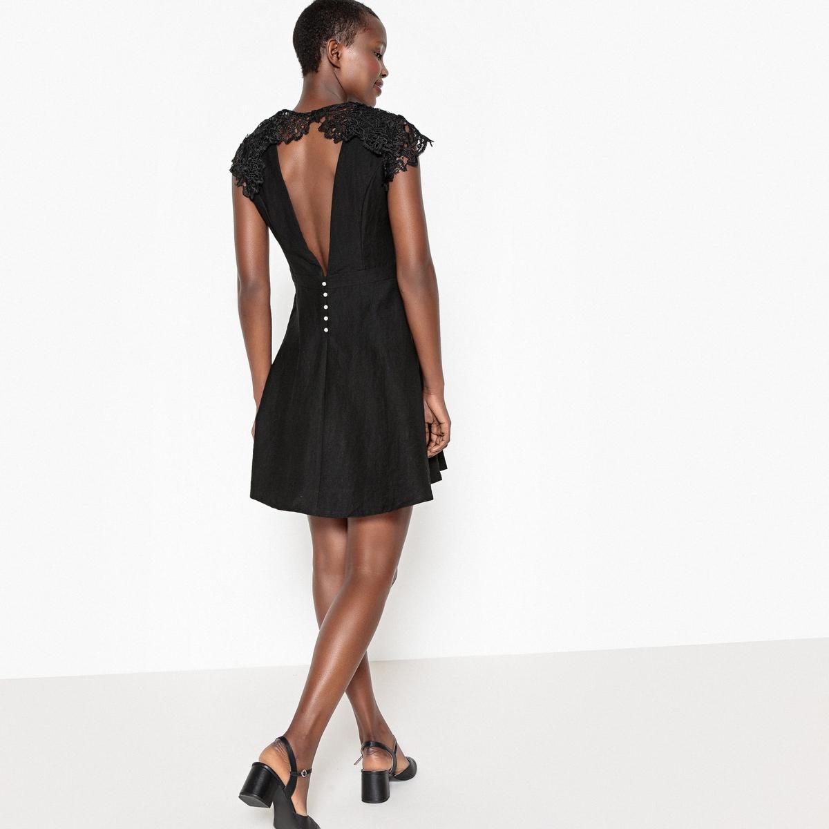 Платье с открытой спинойДетали •  Форма: расклешенная. •  Укороченная модель. •  Короткие рукава.    •  Круглый вырез.Состав и уход •  100% полиэстер. •  Подкладка: 100% полиэстер. •  Следуйте советам по уходу, указанным на этикетке.<br><br>Цвет: черный
