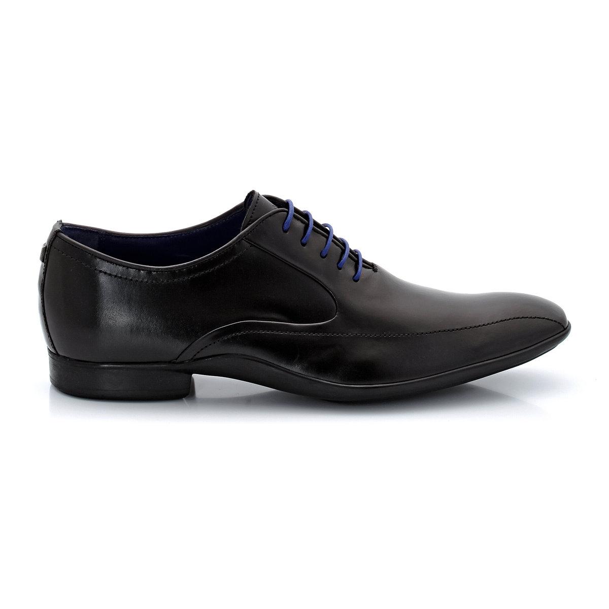 Ботинки-дерби серии Richelieu, из кожи, со шнуровкойВ этом сезоне вновь набирает силу стиль Richelieu: насладитесь комфортом и высоким качеством кожи и выделки от итальянских мастеров с этими элегантными дерби. Вам понравятся продуманные детали отделки этой модели, которые придают классической обуви нотку непринужденности и оригинальности.<br><br>Цвет: черный<br>Размер: 44