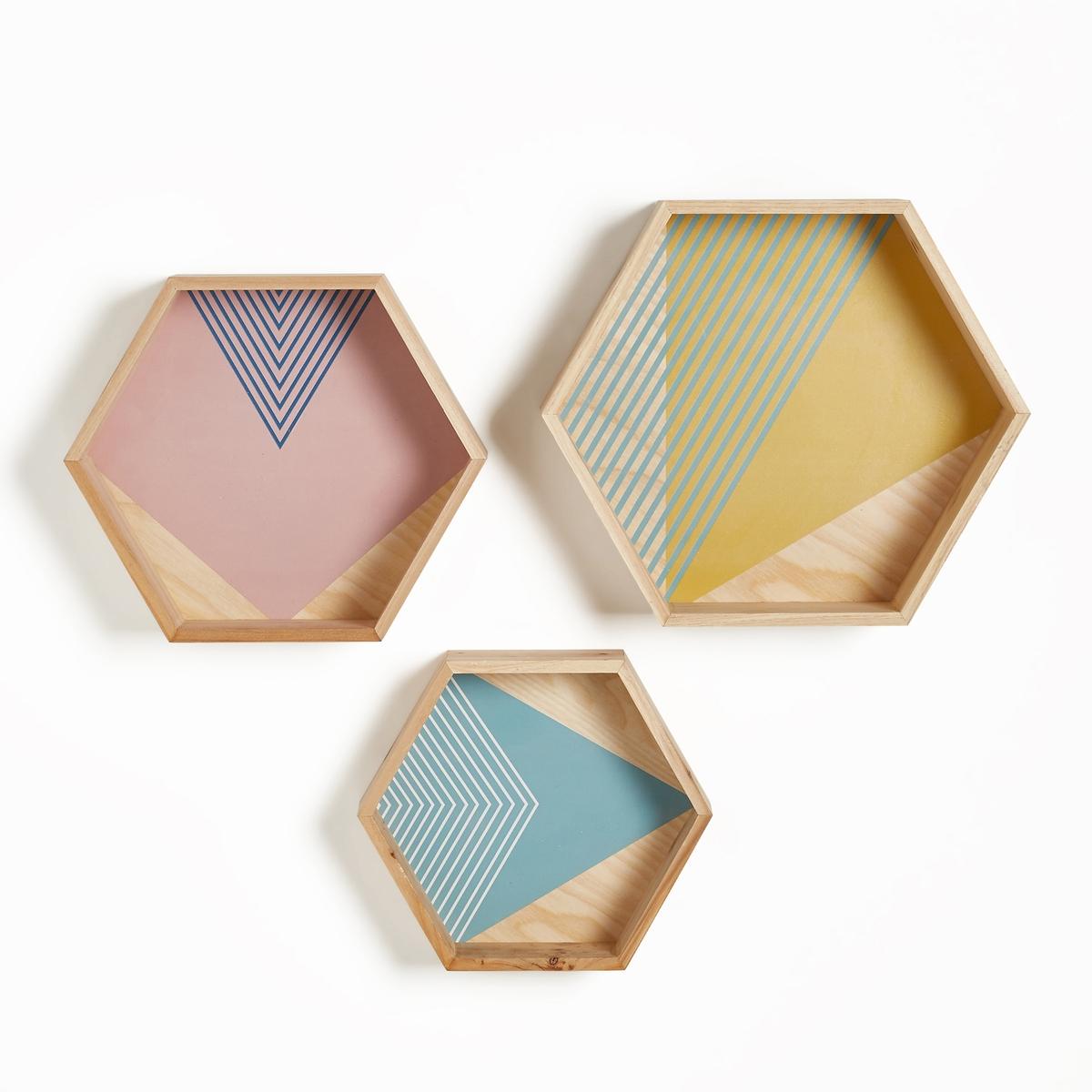 Комплект из 3 настенных стеллажей из дерева, EXAGOКомплект из 3 настенных стеллажей из сосны, Exago. Отличные стеллажи подчеркнут ваш декор, шестигранная форма и геометрический рисунок в духе современной моды.   Характеристики 3 настенных стеллажей из сосны, Exago :Каркас из сосны с цветным геометрическим рисункомЗадняя поверхность из МДФ средней толщиныПланки для крепления на стену.- Винты и дюбели продаются отдельно.Макс. вес стеллажа 1 кгРазмеры 3 настенных стеллажей из сосны, Exago  :Модель 1 : Ш.27,1 x Г.8,3 x В.23,5 смМодель 2 : Ш.31,8 x Г.9,9 x В.27,6 смМодель 3 : Ш.36,9 x Г.11,3, x В.32 см<br><br>Цвет: натуральный/разноцветный