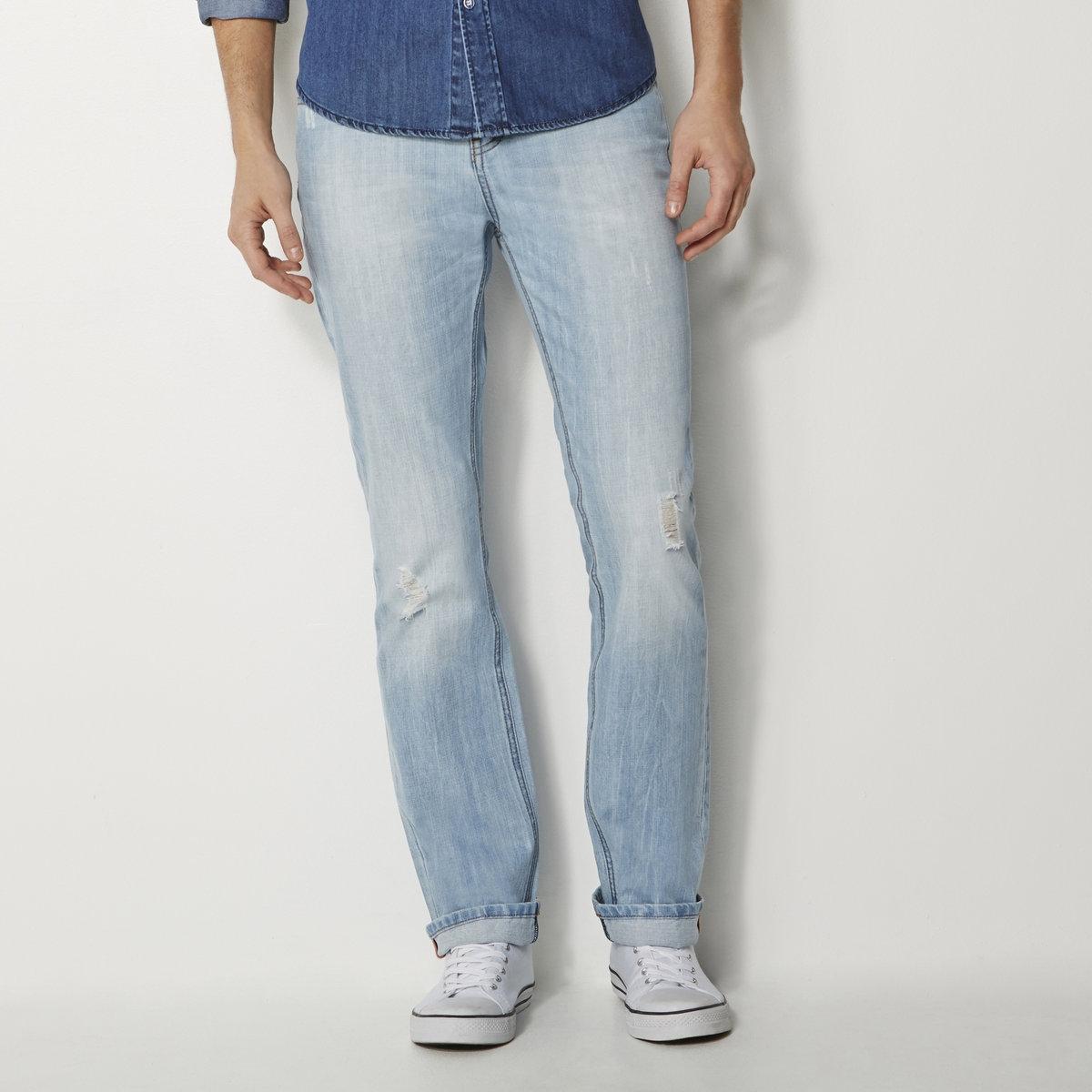 Джинсы свободныеСвободные джинсы, широкий покрой, 5 карманов, стильные светлые потертости. Застежка на болты. Декоративная нашивка из кожи на поясе. 100% хлопка.Длина 34. Длина по внутр.шву 86 см: на рост от 176 см.Машинная стирка при 30°.<br><br>Цвет: выбеленный<br>Размер: 36 (FR) - 42 (RUS)