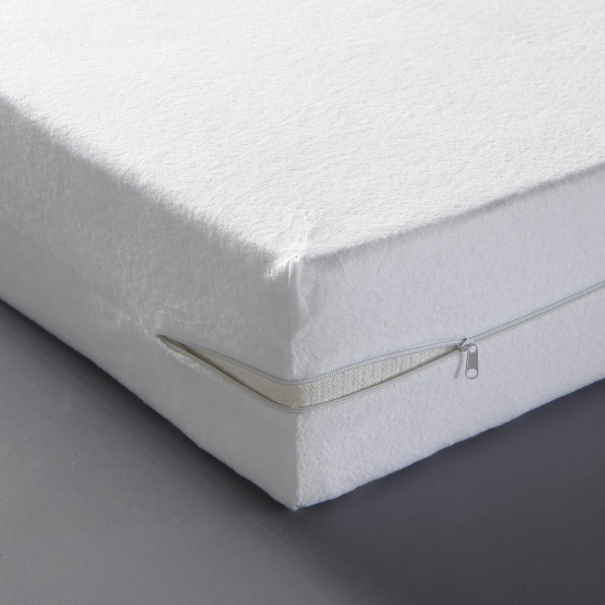 Наматрасник цельный двухсторонийЛегко надевается благодаря молниям с двух сторон. Двухсторонний наматрасник качества BEST 2-в-1 : 1 сторона из мольтона стретч с коротким начесом: 80 % хлопка, 20 % полиэстера, 1 сторона с микро-дышащим покрытием из полиуретана  (высокий комфорт и надежная защита, отвод влагоиспарений при полной водонепроницаемости).Пропитка Proneem® против клещей, безвредная и экологически чистая, на растительной основе (лимон, лаванда и эвкалипт).Для матраса толщиной 16 - 25 см.Уход : Машинная стирка при 60 °С. Качество BEST.<br><br>Цвет: белый